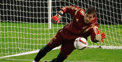 Spain's national soccer captain goalkeeper Iker Casillas saves a ball during a training session at Balaidos stadium in Vigo, November 17, 2014. Spain will play against Germany in their international friendly soccer match on November 18. REUTERS/Miguel Vidal (SPAIN - Tags: SPORT SOCCER) - RTR4EHDI