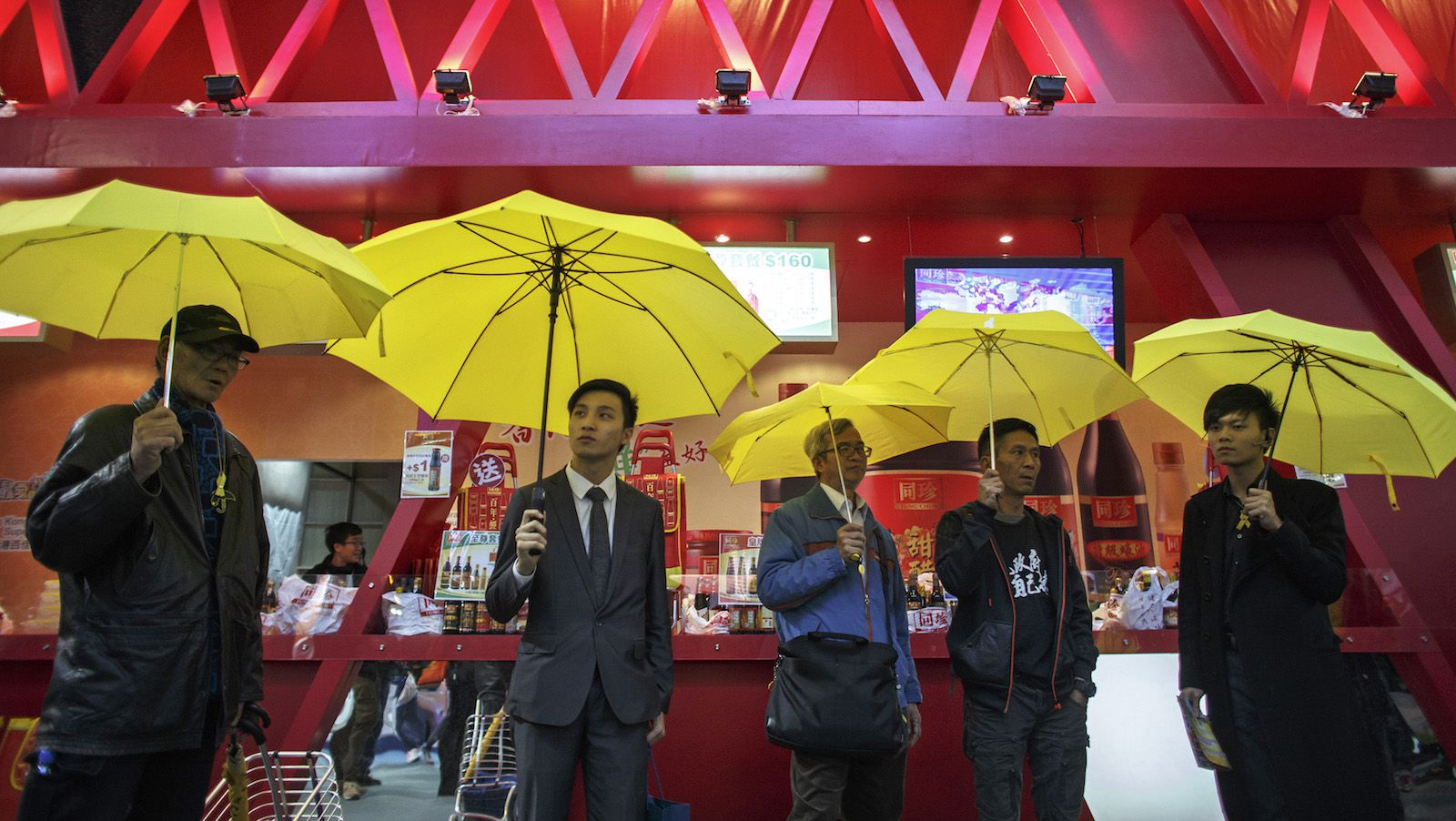 Pro-democracy protesters hold up yellow umbrellas, a symbol of the Occupy Central civil disobedience movement, at Victoria Park near Causeway Bay shopping district in Hong Kong December 13, 2014. REUTERS/Athit Perawongmetha (CHINA - Tags: POLITICS CIVIL UNREST) - RTR4HVDM