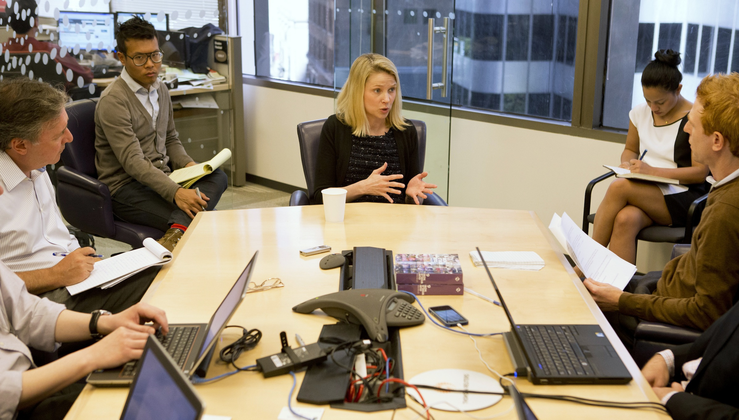 Marissa Mayer (C), President and CEO of Yahoo, answers questions during the Reuters Global Technology Summit in the Thomson Reuters offices in San Francisco, California, June 20, 2013. REUTERS/Beck Diefenbach (UNITED STATES - Tags: BUSINESS SCIENCE TECHNOLOGY) - RTX10V8R