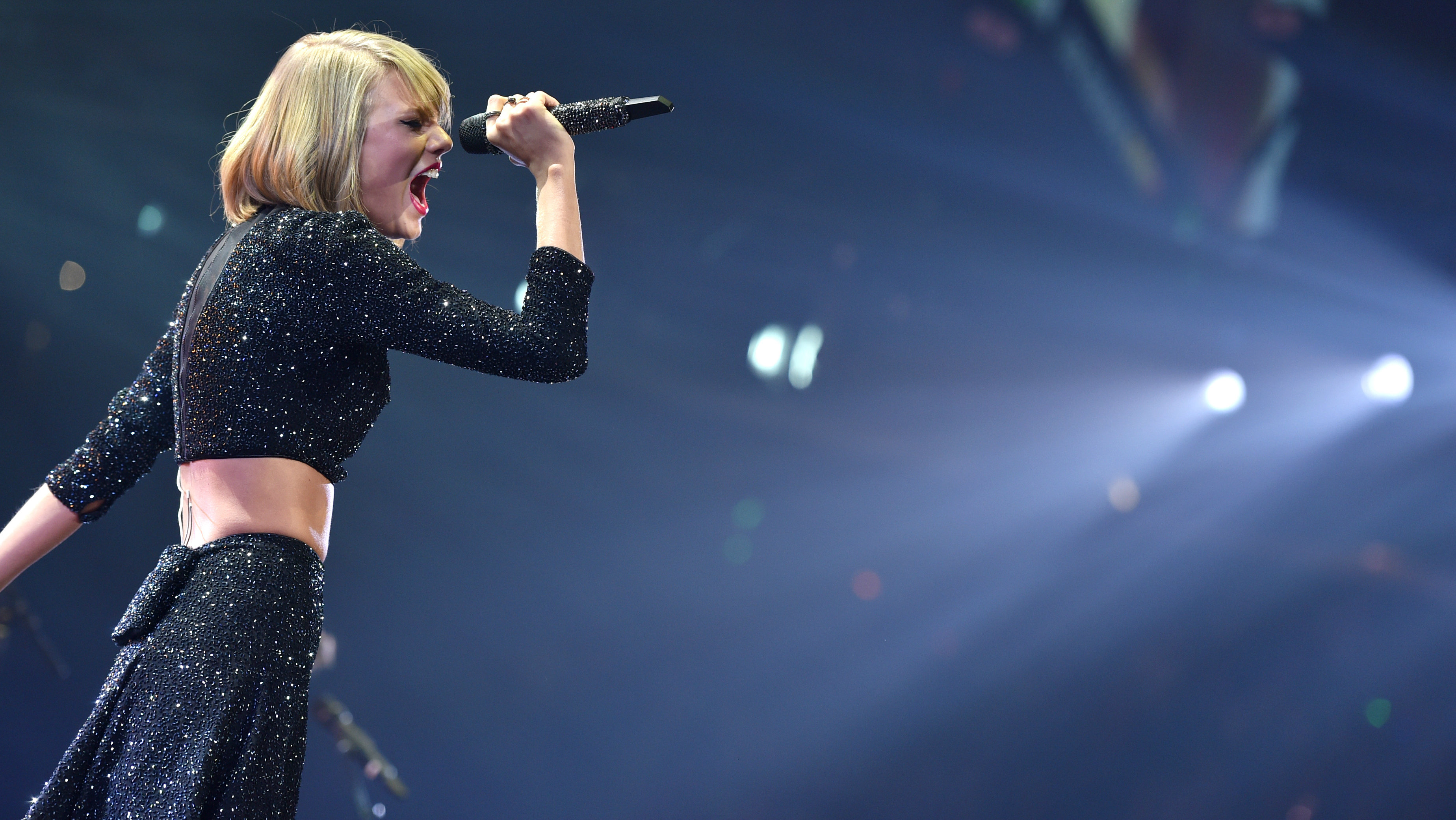 Taylor Swift performs at the KIIS FM's Jingle Ball at the Staples Center