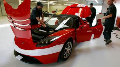 **EMBARGO FOR 12:01 A.M. EDT**Tesla workers assembly a Tesla Roadster at their showroom in Menlo Park, Calif., Tuesday, Sept. 16, 2008. Tesla expects final approval of a deal with the city of San Jose, Calif., for a plant to build the Model S, an all-electric sedan. Tesla's cars run on a massive lithium-ion battery pack that can be recharged by plugging an adapter cord into a wall socket. The company estimates the Roadster can travel 225 miles on a single 3.5-hour charge. Tesla Roadster starts at $109,000.
