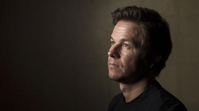 "Actor Mark Wahlberg poses for a portrait while promoting the film ""Lone Survivor"" in New York December 5, 2013. The film is based on the memoir by former U.S. Navy SEAL Marcus Luttrell about the 2005 mission ""Operation Red Wings"" in Afghanistan. REUTERS/Lucas Jackso"