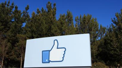 "A giant ""like"" icon made popular by Facebook is seen at the company's new headquarters in Menlo Park, California January 11, 2012. The 57-acre campus, which formerly housed Sun Microsystems, features open work spaces for nearly 2,000 employees on the one million square foot campus, with room for expansion. Picture taken January 11, 2012. REUTERS/Robert Galbraith"