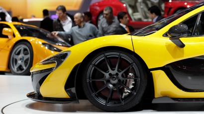 The McLaren P1 car (front) is pictured during the second media day of the 83rd Geneva Car Show at the Palexpo Arena in Geneva March 6, 2013. The Geneva Motor Show will take place from March 7 to 17, 2013. REUTERS/Denis Balibouse (SWITZERLAND - Tags: TRANSPORT BUSINESS) - RTR3EN6R
