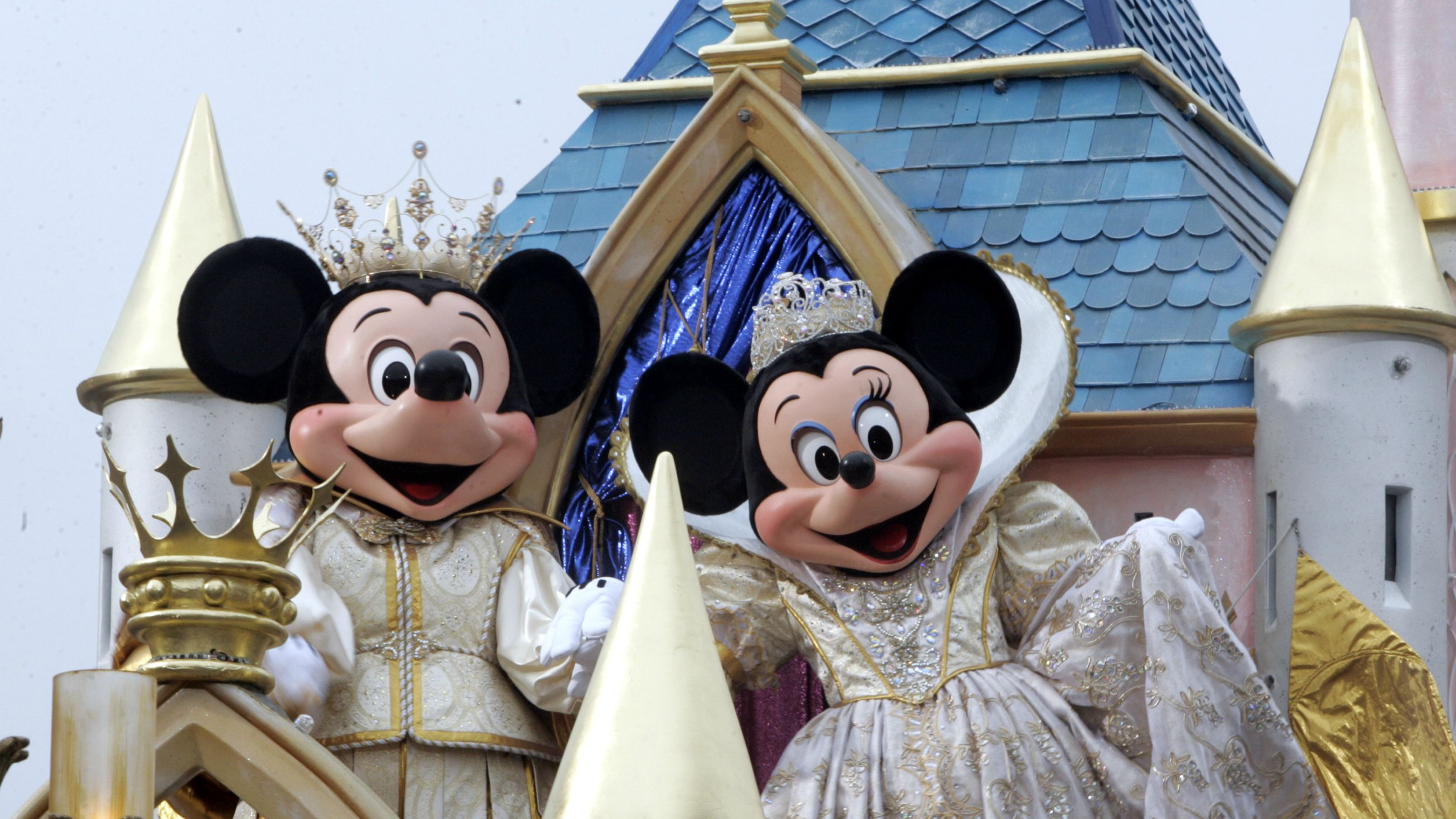 """DATE IMPORTED:May 04, 2005Mickey and Minnie Mouse in Disneyland parade """"Walt Disney's Parade of Dreams"""" along Main Street in Disneyland. Disney characters 'Mickey Mouse' (L) and 'Minnie Mouse' ride atop the final float during the premiere of the Disneyland parade """"Walt Disney's Parade of Dreams"""" featuring the most Disney characters ever assembled along Main Street at the Disneyland theme park as the celebration of Disneyland's 50th anniversary """"The Happiest Homecoming on Earth"""" begins in Anaheim, California May 4, 2005. Walt Disney, founder of the Walt Disney Company and visionary behind the creation of Disneyland, opened the park on July 17, 1955. REUTERS/Fred Prouser"""