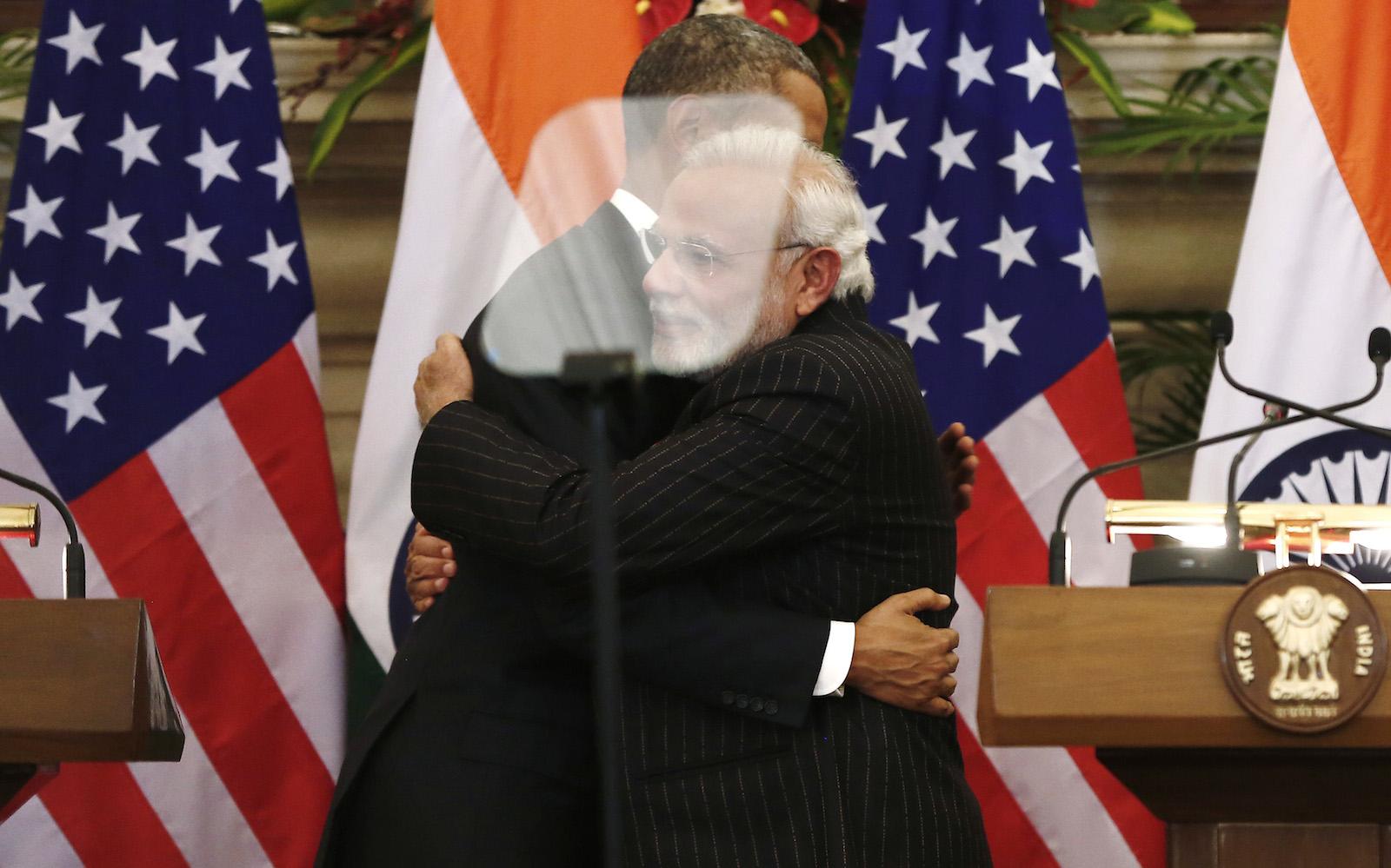 obama-modi-hug