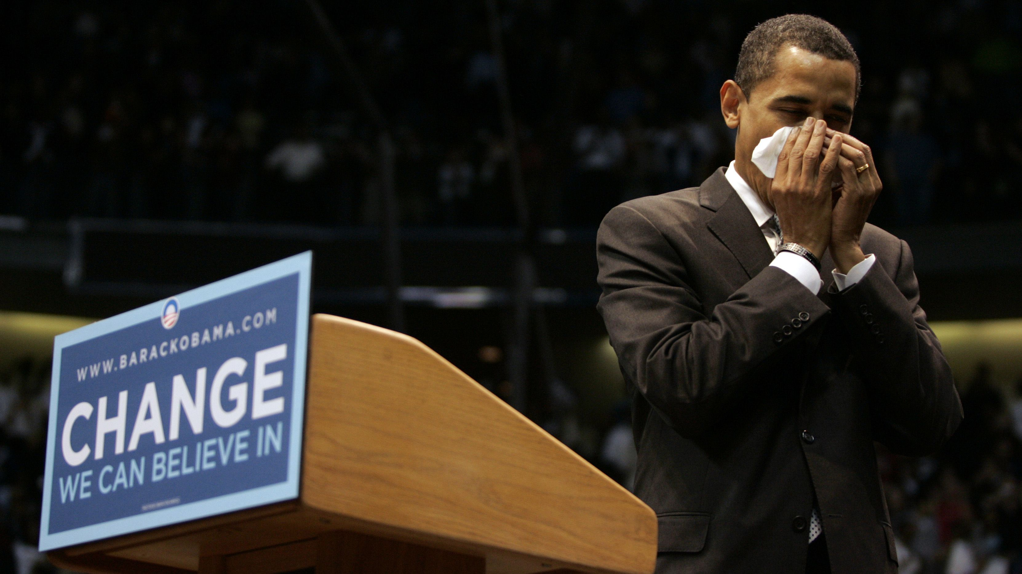 Democratic presidential candidate Senator Barack Obama (D-IL) blows his nose at a rally in Dallas, Texas February 20, 2008. REUTERS/Jessica Rinaldi (UNITED STATES) US PRESIDENTIAL ELECTION CAMPAIGN 2008 (USA) - RTR1XCFR