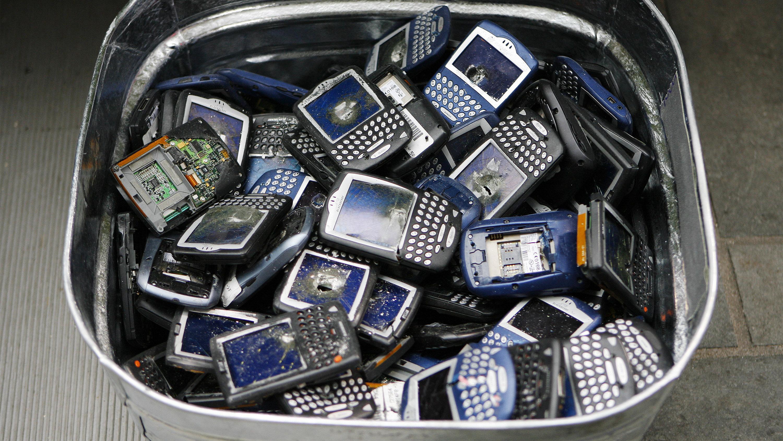 phones in bucket