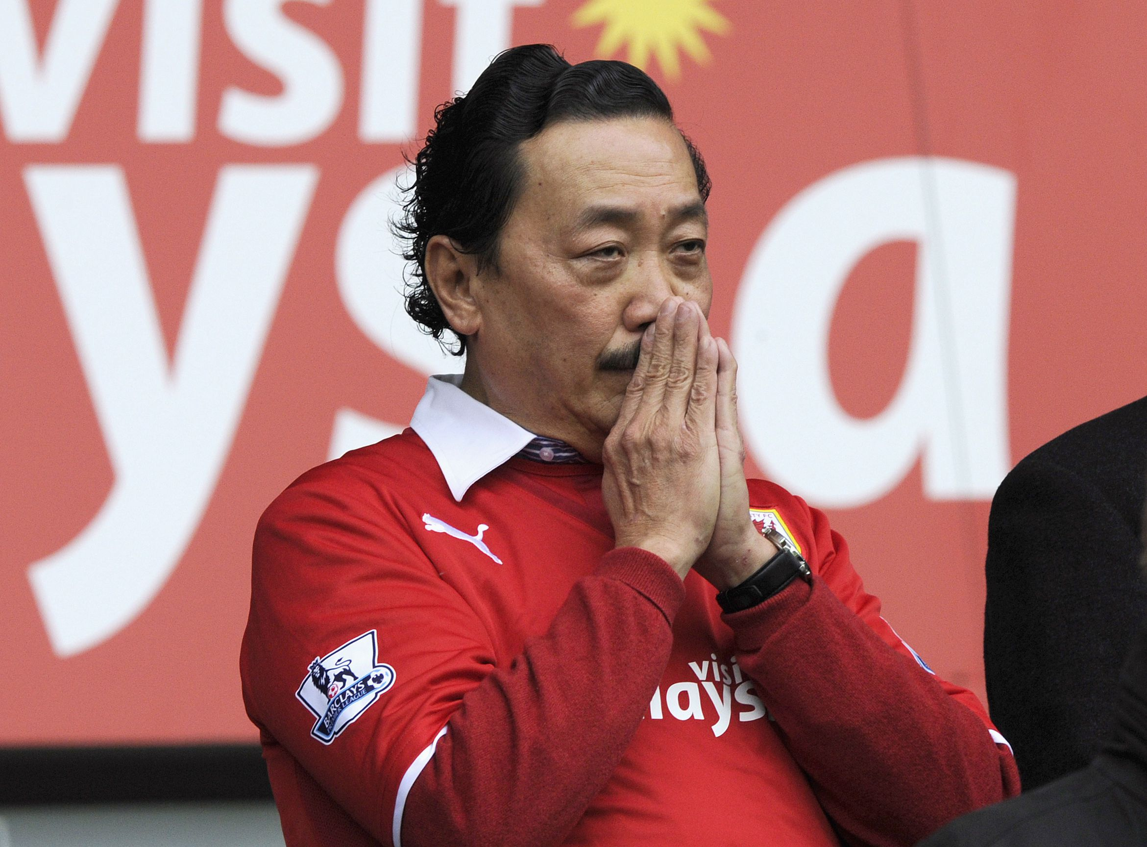 """Cardiff City's owner Vincent Tan looks on during their English Premier League soccer match against Crystal Palace at Cardiff City Stadium in Cardiff, Wales, April 5, 2014. REUTERS/Rebecca Naden (BRITAIN - Tags: SPORT SOCCER) NO USE WITH UNAUTHORIZED AUDIO, VIDEO, DATA, FIXTURE LISTS, CLUB/LEAGUE LOGOS OR """"LIVE"""" SERVICES. ONLINE IN-MATCH USE LIMITED TO 45 IMAGES, NO VIDEO EMULATION. NO USE IN BETTING, GAMES OR SINGLE CLUB/LEAGUE/PLAYER PUBLICATIONS. FOR EDITORIAL USE ONLY. NOT FOR SALE FOR MARKETING OR ADVERTISING CAMPAIGNS - RTR3K24U"""