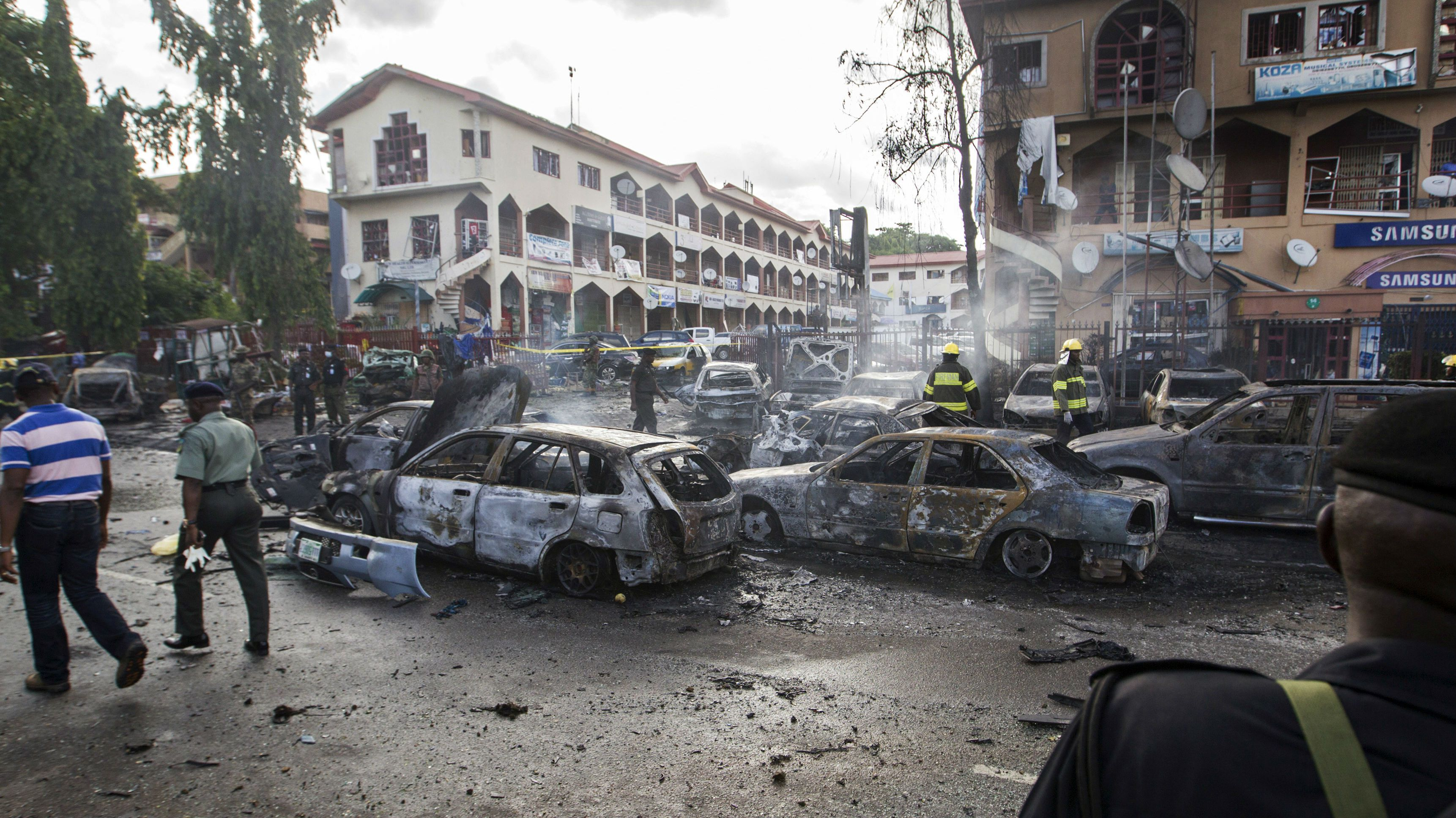 Burnt-out cars are seen at the scene of a blast in Abuja, June 25, 2014. At least 21 people were killed when a suspected bomb tore through a crowded shopping district in the Nigerian capital Abuja during rush hour on Wednesday, police said, adding to the toll of thousands killed in attacks this year. It was not immediately clear who was responsible for the blast and no one claimed responsibility. However, militant Islamist group Boko Haram has increasingly targeted civilians in its bloody five-year insurgency. REUTERS/Afolabi Sotunde (NIGERA - Tags: CIVIL UNREST CRIME LAW TPX IMAGES OF THE DAY)
