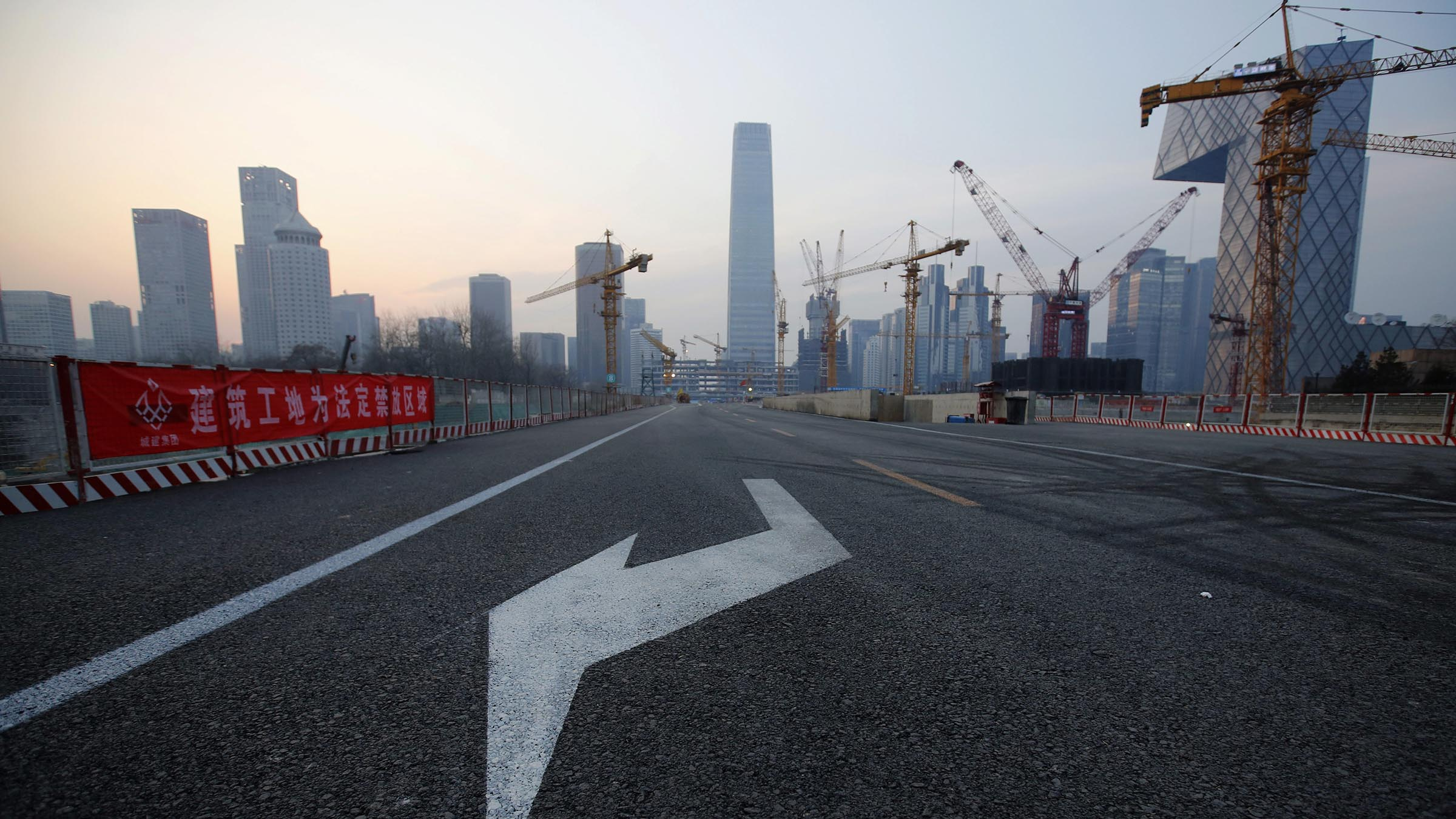 An arrow marking is seen on a road inside a large construction site in Beijing January 20, 2015. China's economy grew at its slowest pace in 24 years in 2014 as property prices cooled and companies and local governments struggled under heavy debt burdens, keeping pressure on Beijing to take aggressive steps to avoid a sharper downturn. REUTERS/Kim Kyung-Hoon (CHINA - Tags: BUSINESS CONSTRUCTION) - RTR4M44V