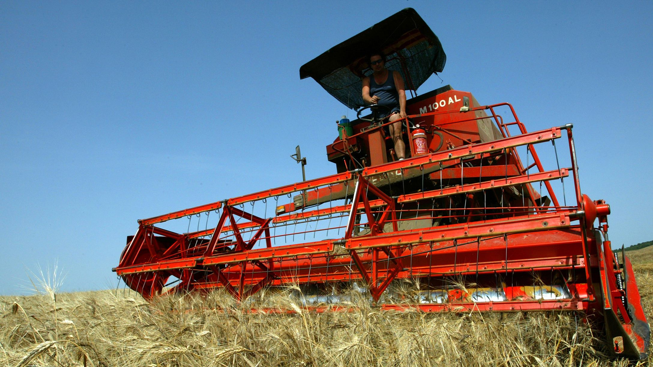 An Italian farmer harvests wheat in Bagno Vignoni near Siena central Italy June 25, 2003. European farm ministers will resume stop-start talks on farm reforms aimed at shaping European agriculture for the next decade. CPROD REUTERS/Max Rossi MR