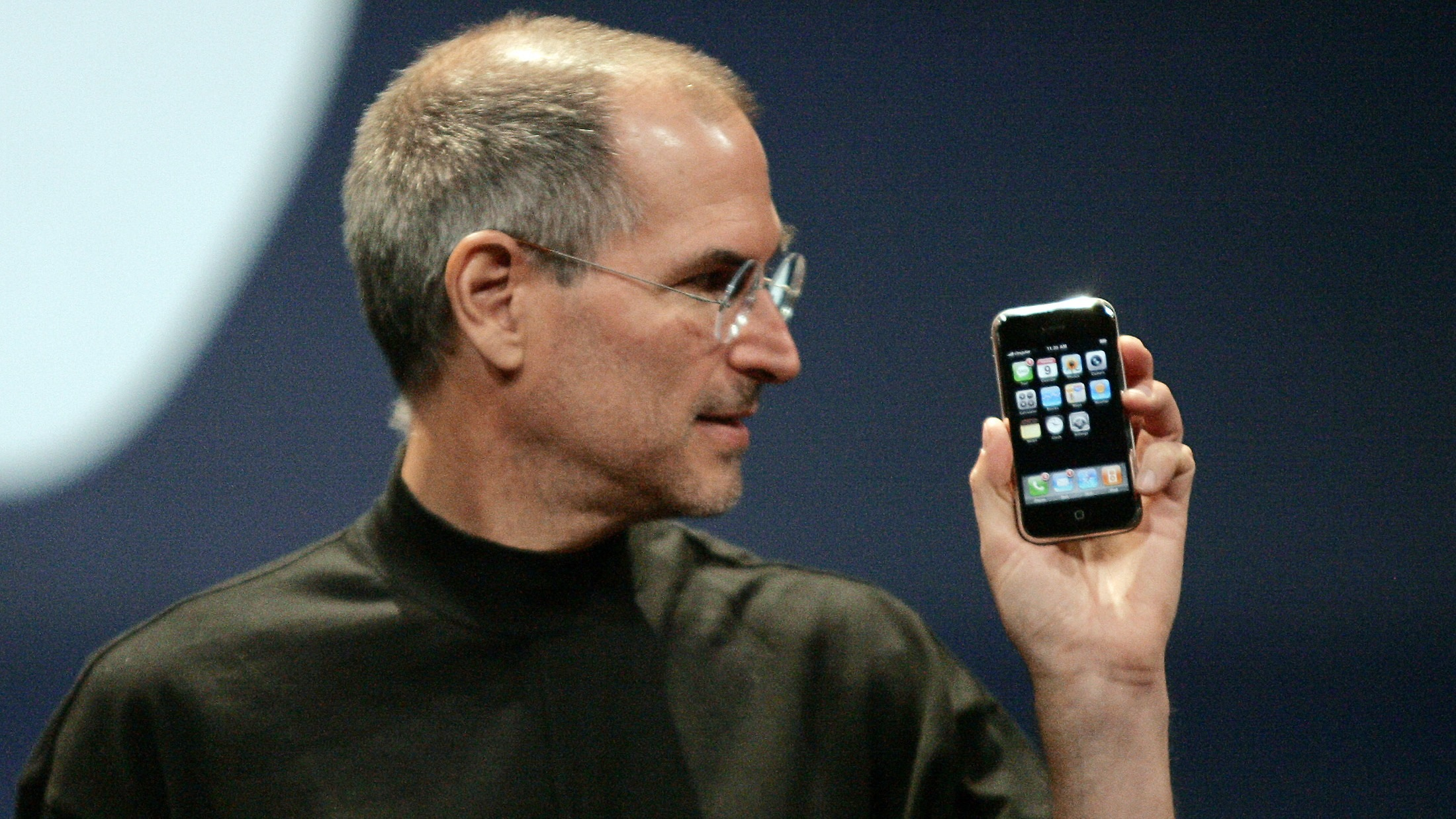 Apple Computer Inc. Chief Executive Officer Steve Jobs holds the new iPhone in San Francisco, California January 9, 2007. Apple unveiled an eagerly-anticipated iPod mobile phone with a touch-screen on Tuesday, priced at $599 for 8 gigabytes of memory, pushing the company's shares up as much as 8.5 percent. Jobs said the iPhone, which also will be available in a 4-gigabyte model for $499, will ship in June in the United States. The phones will be available in Europe in the fourth quarter and in Asia in 2008. REUTERS/Kimberly White