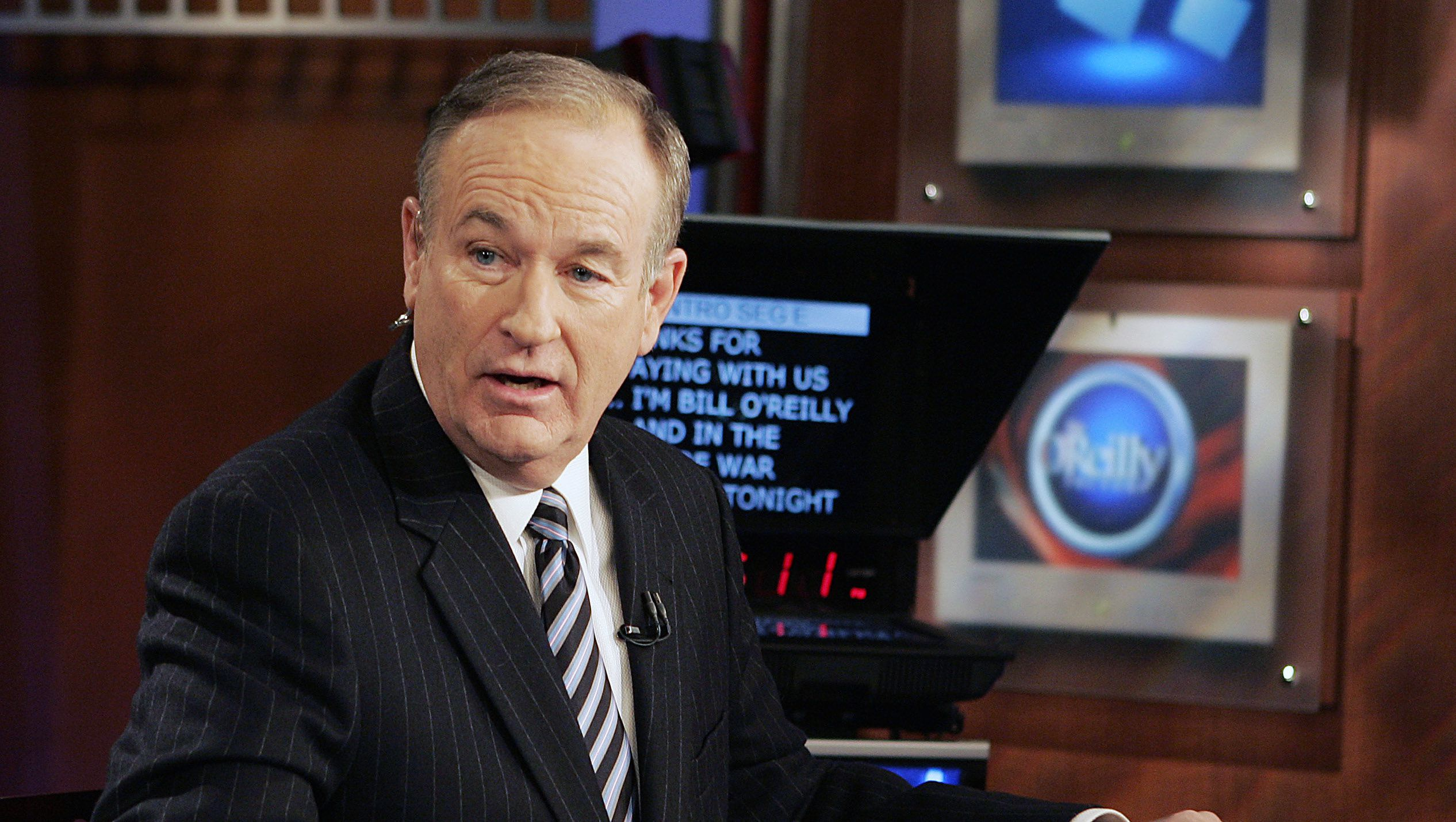 """**FILE**Fox News commentator Bill O'Reilly appears on the Fox News show, """"The O'Reilly Factor,"""" on Jan. 18, 2007 in New York. O'Reilly and Geraldo Rivera said Friday, April 6, 2007, there were no hard feelings after they engaged in a shouting match over illegal immigration on Fox News Channel's """"The O'Reilly Factor"""" Thursday night.(AP Photo/Jeff Christensen)"""