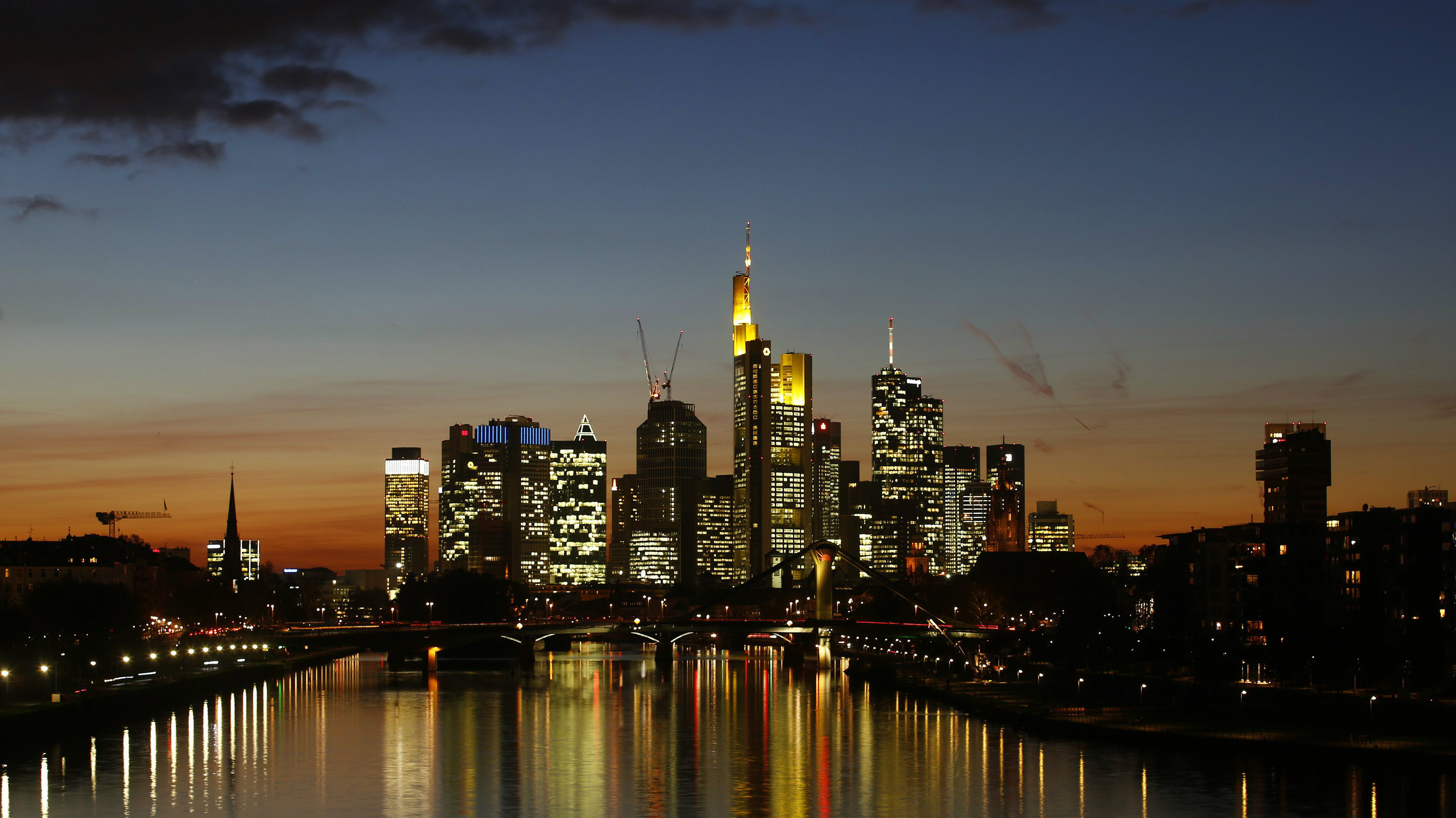 The characteristic skyline of Frankfurt with its banking towers is photographed in Frankfurt, October 30, 2013. REUTERS/Kai Pfaffenbach (GERMANY - Tags: BUSINESS CITYSCAPE)