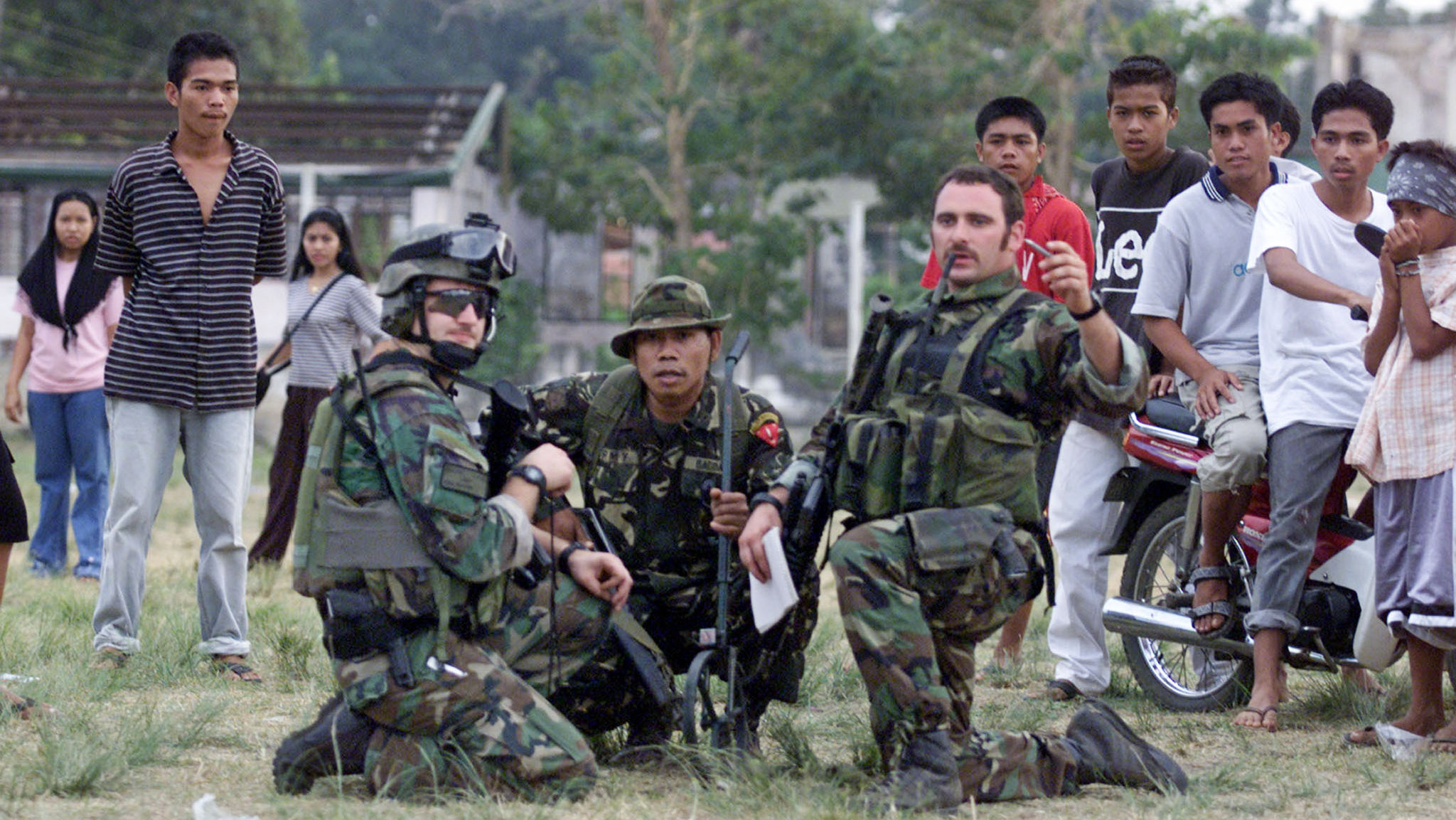 green berets with philippine soldier