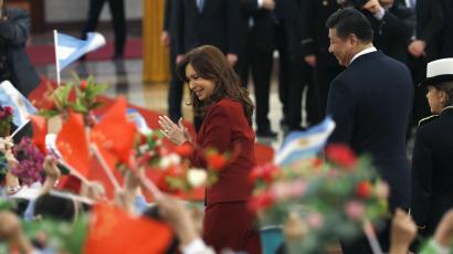 Argentina's President Cristina Fernandez de Kirchner and China's President Xi Jinping acknowledge Chinese children waving both countries' flags during a welcoming ceremony in the Great Hall of the People in Beijing February 4, 2015.