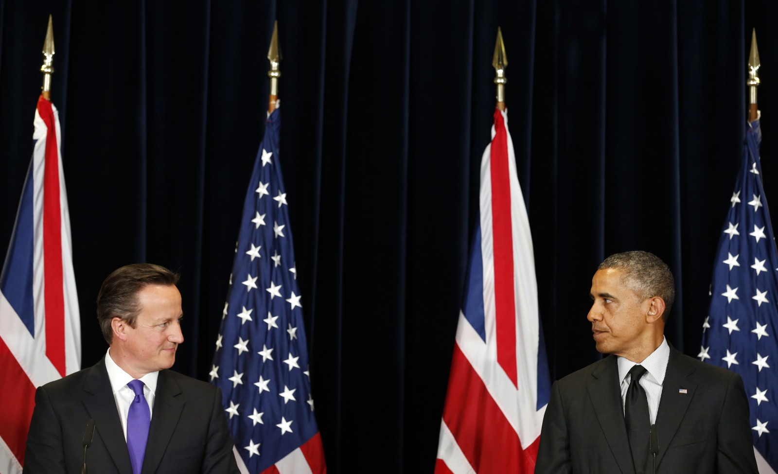 U.S. President Barack Obama (R) and British Prime Minister David Cameron look at each other as they speak at a joint news conference after their meeting at the G7 summit in Brussels June 5, 2014.    REUTERS/Kevin Lamarque  (BELGIUM - Tags: POLITICS TPX IMAGES OF THE DAY) - RTR3SCW3