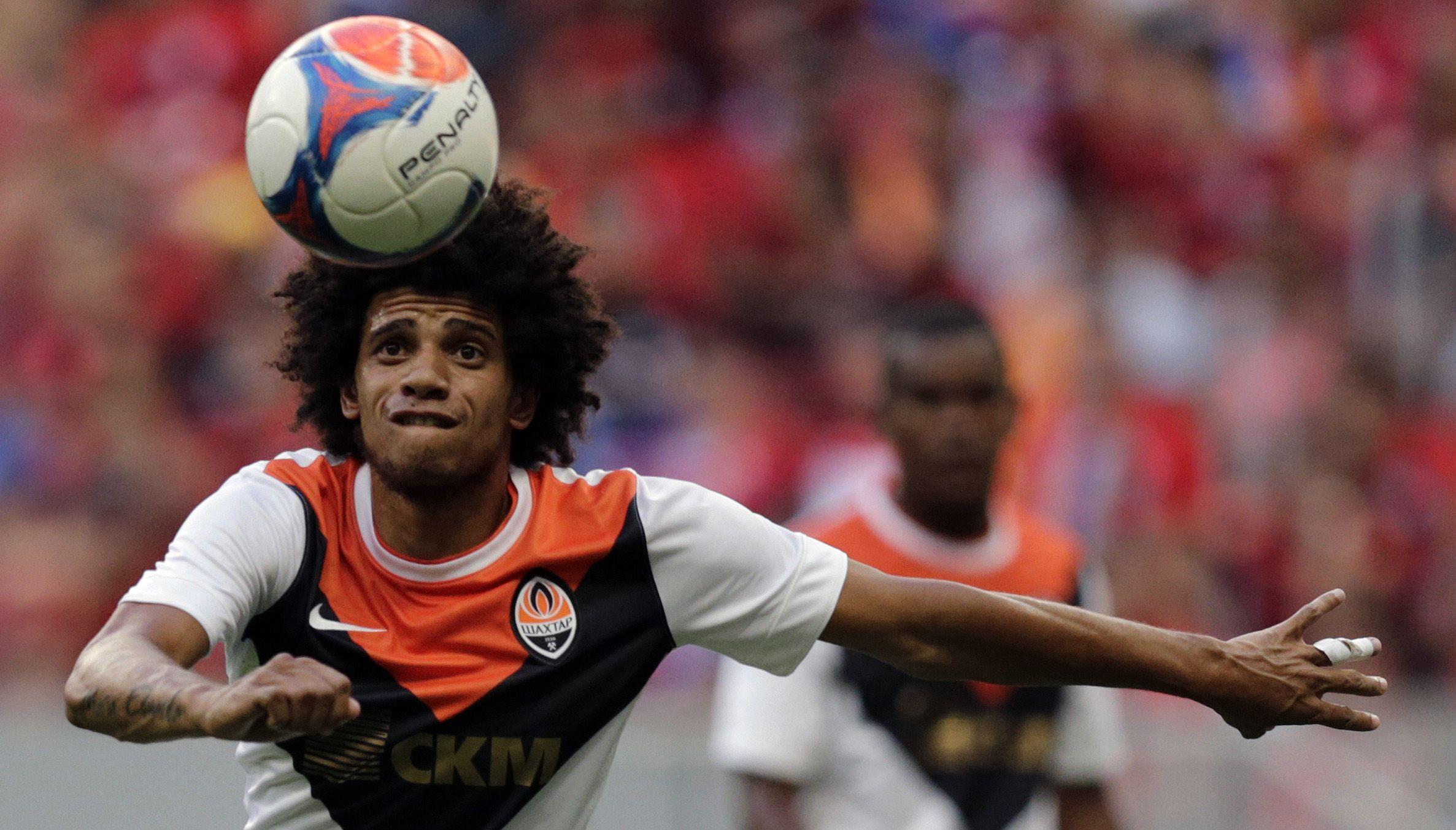 Shaktar Donetsk's Tyson control the ball during their Granada Cup soccer match against Flamengo at Mane Garrincha  national stadium in Brasilia January 18, 2015. REUTERS/Ueslei Marcelino (BRAZIL - Tags: SPORT SOCCER) - RTR4LWZ4
