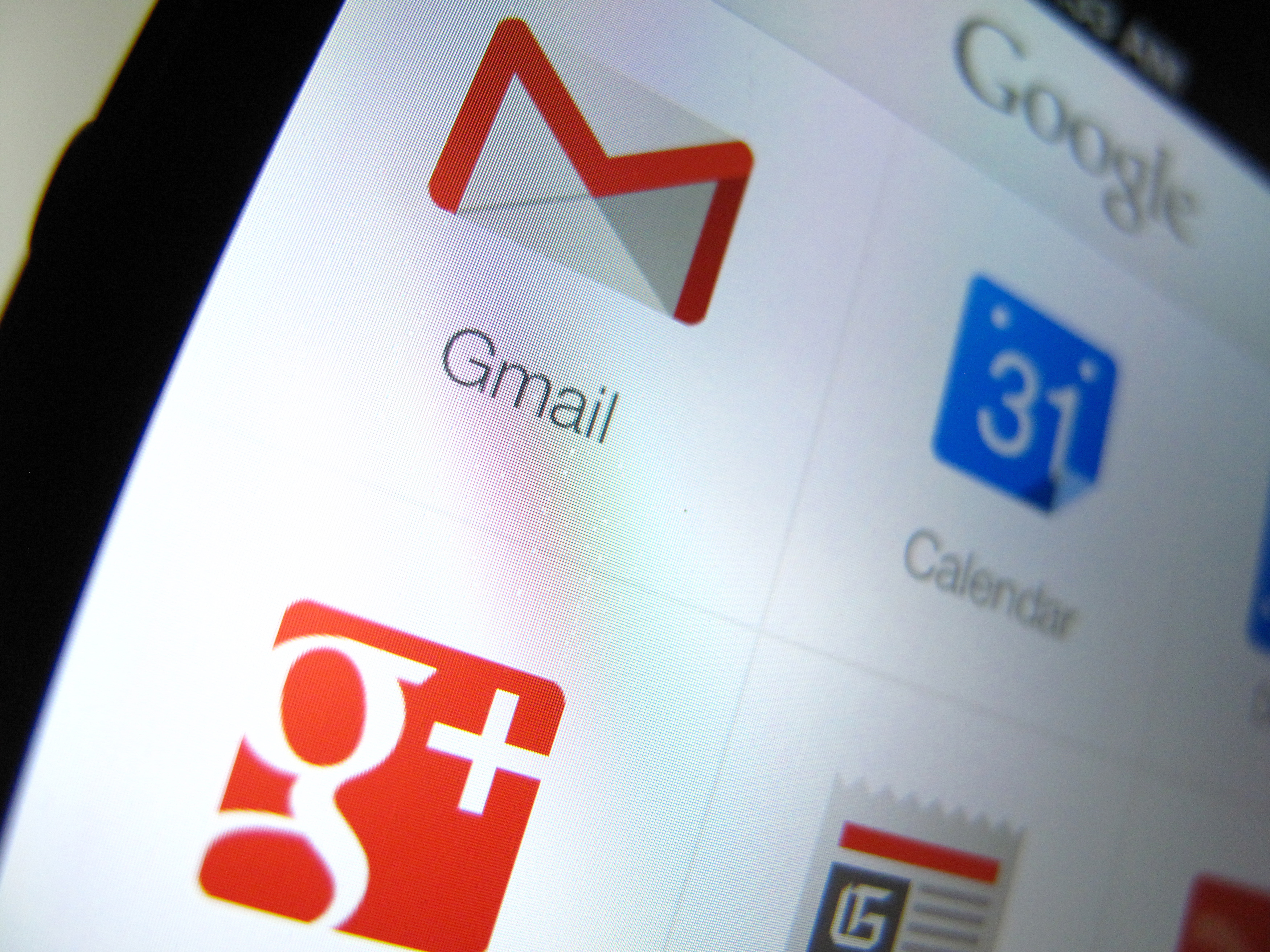 Google apps are shown on an Apple iphone 5 in this photo illustration in Encinitas, California, April 16, 2013. Google will report their earnings on April 18.            REUTERS/Mike Blake  (UNITED STATES - Tags: BUSINESS MEDIA) - RTXYNYQ