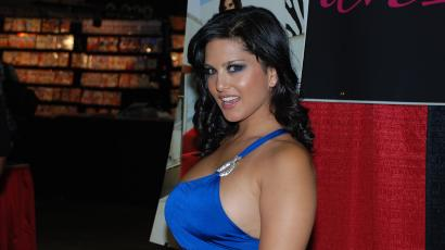 India-Porn-Sunny-Leone-Mobile-Phone