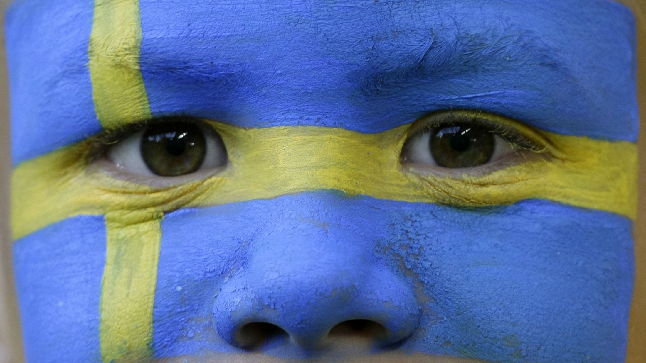 A young Sweden fan waits for the start of their Group D Euro 2008 soccer match against Russia at Tivoli Neu stadium in Innsbruck, June 18, 2008. REUTERS/Michaela Rehle (AUSTRIA) MOBILE OUT. EDITORIAL USE ONLY