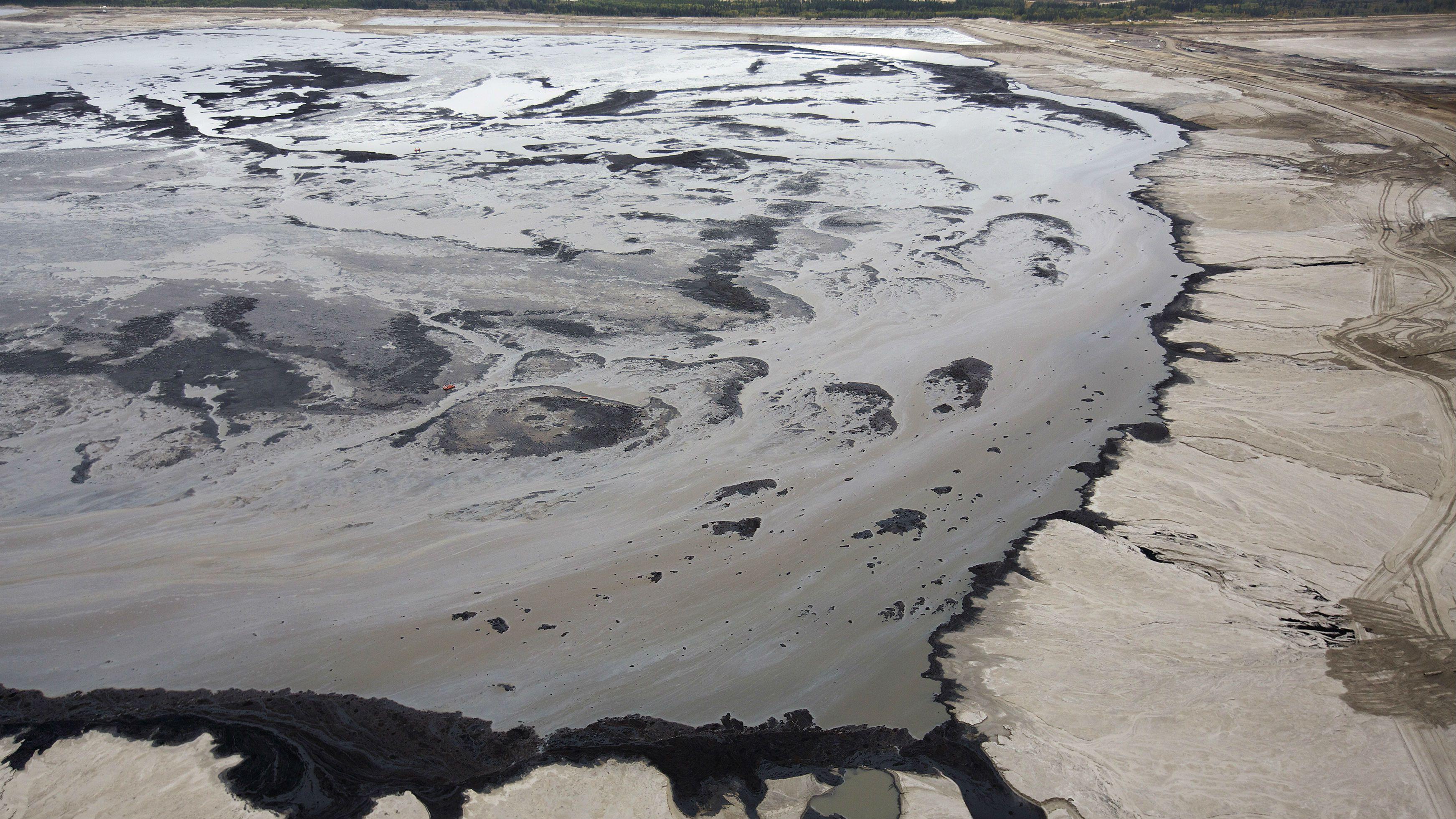 Tar sands fossil fuels