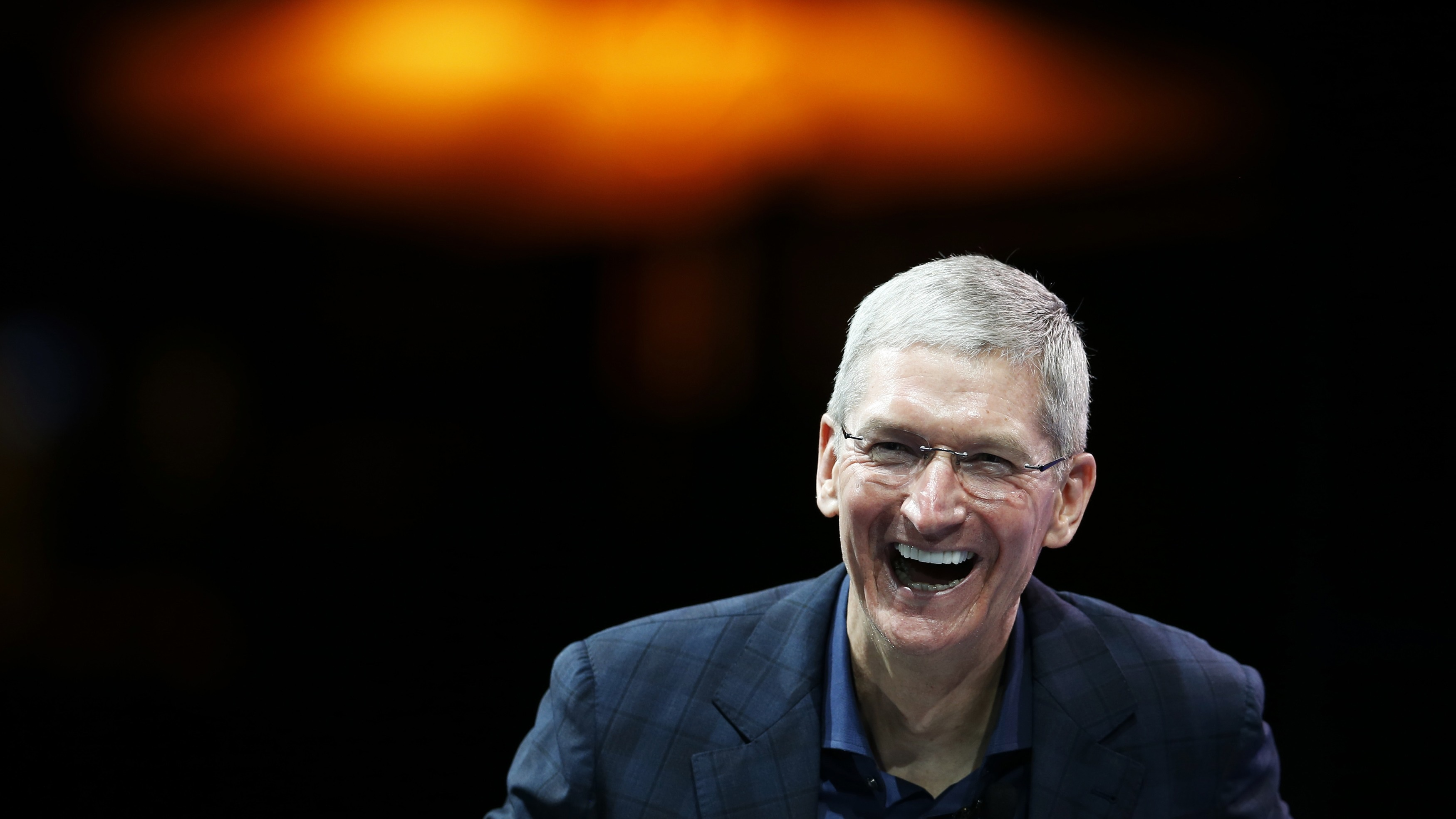 Apple CEO Tim Cook speaks at the WSJD Live conference in Laguna Beach, California October 27, 2014.  REUTERS/Lucy Nicholson (UNITED STATES - Tags: BUSINESS SCIENCE TECHNOLOGY) - RTR4BTRQ