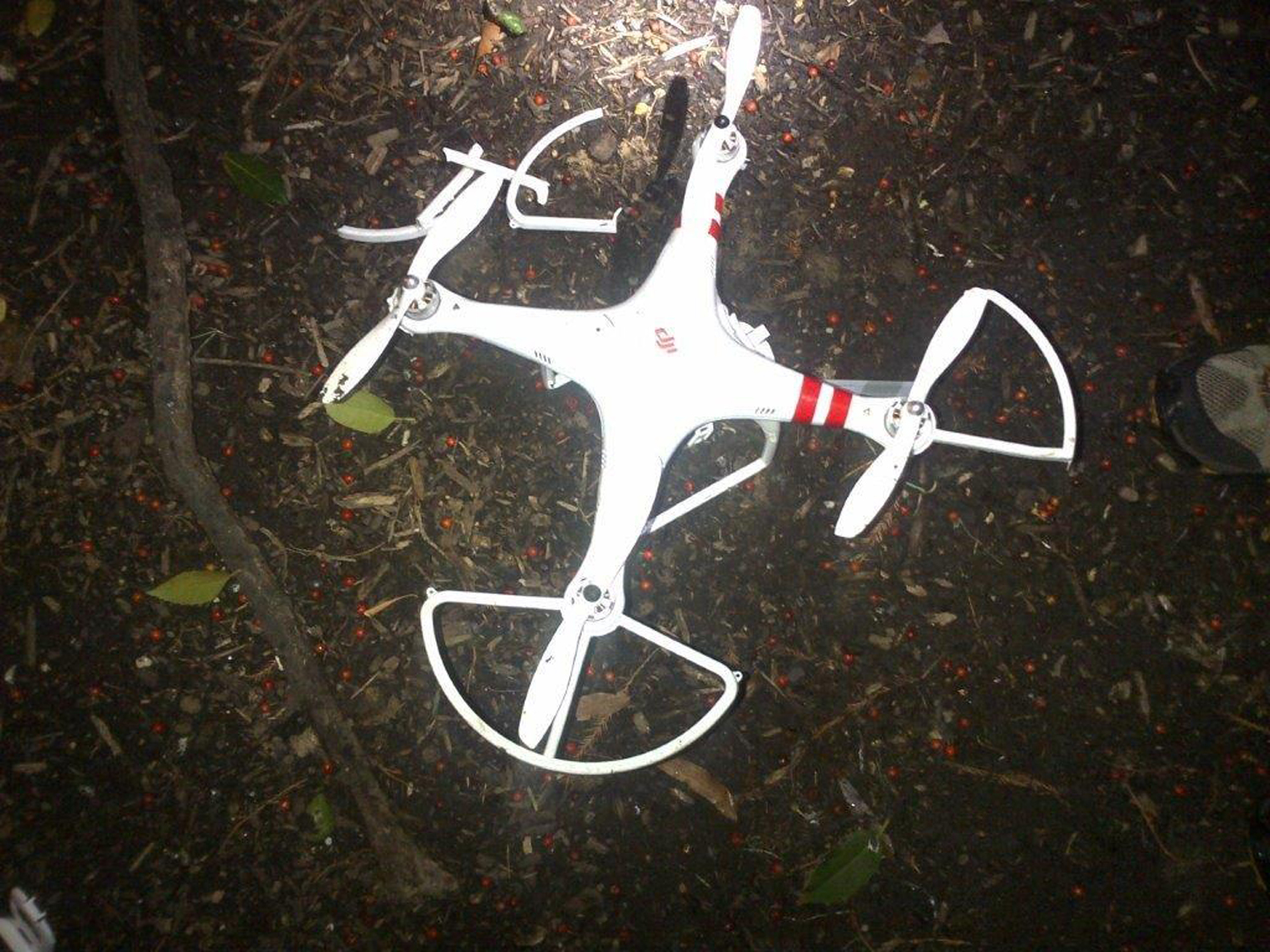 A recreational drone that landed on the White House South Lawn is seen in this U.S. Secret Service handout image taken and released on January 26, 2015. An individual has come forward to claim responsibility for flying the small drone that crashed on the South Lawn of the White House early on Monday morning, a Secret Service spokeswoman said. The individual claimed the drone was being used for recreational purposes. REUTERS/U.S. Secret Service//Handout via Reuters (UNITED STATES - Tags: POLITICS FOR EDITORIAL USE ONLY. NOT FOR SALE FOR MARKETING OR ADVERTISING CAMPAIGNS. THIS IMAGE HAS BEEN SUPPLIED BY A THIRD PARTY. IT IS DISTRIBUTED, EXACTLY AS RECEIVED BY REUTERS, AS A SERVICE TO CLIENTS - RTR4N132