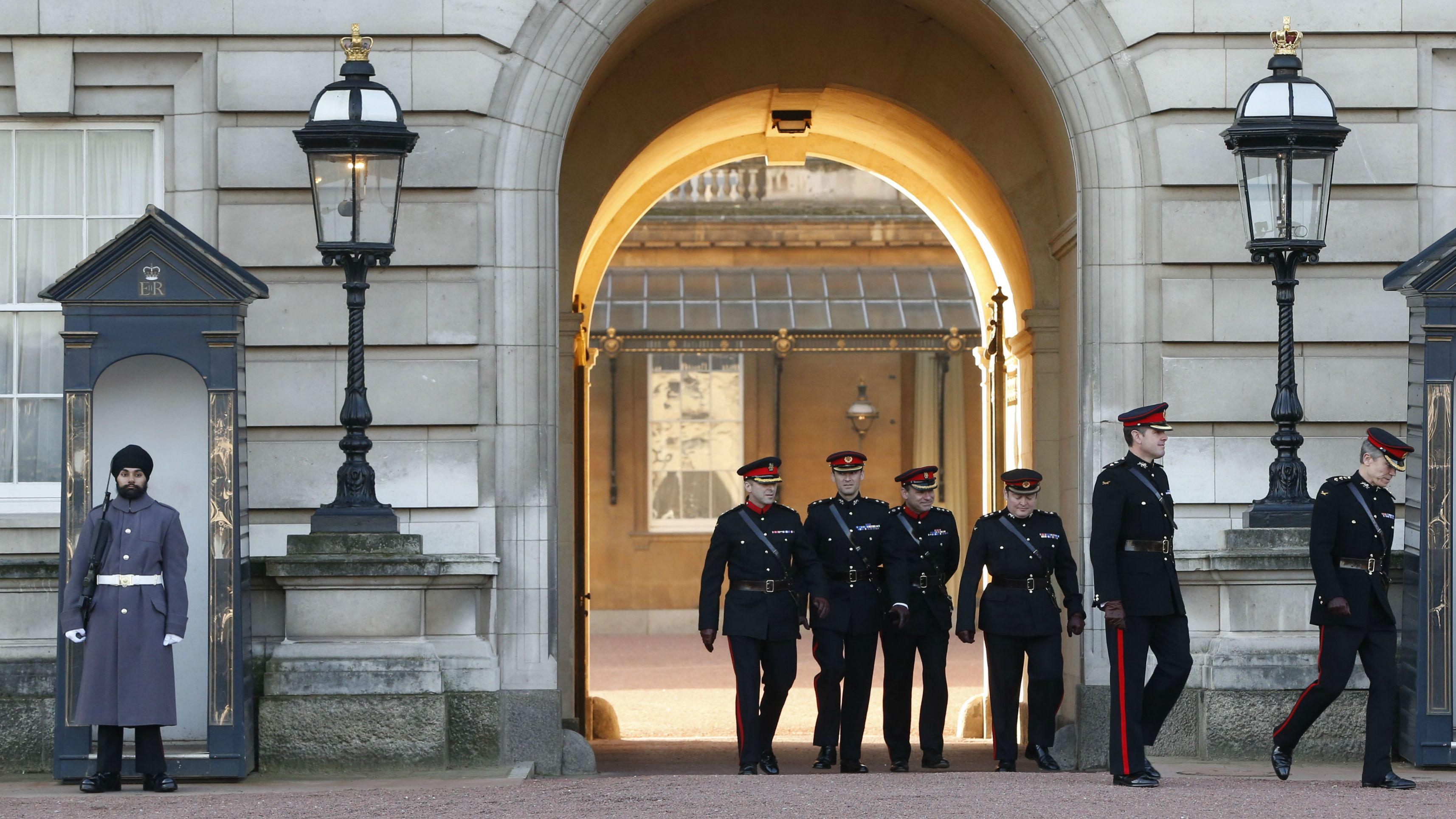 A Sikh soldier guards Buckingham Palace