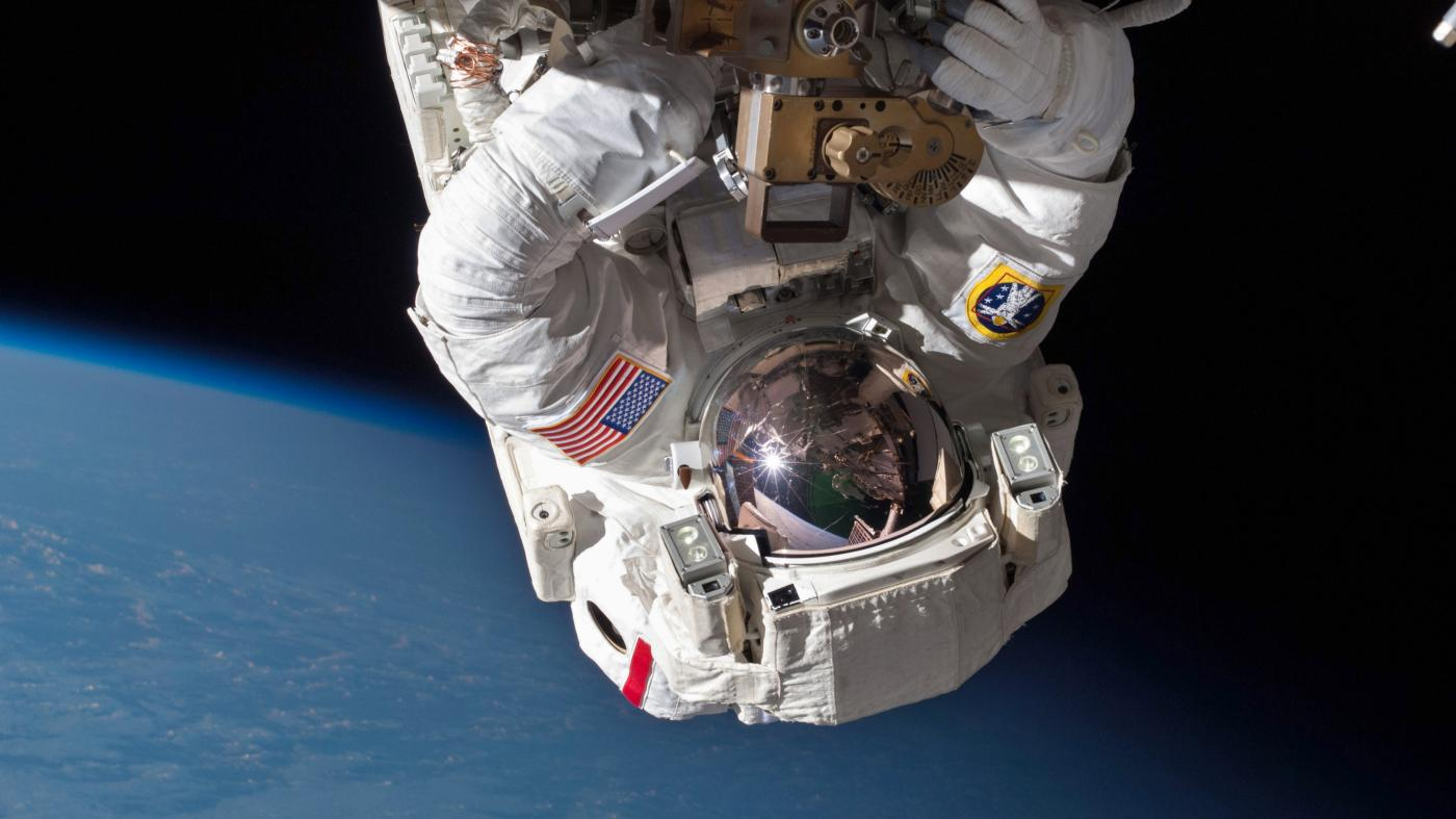 space station leak - HD3795×2848