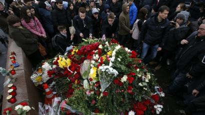 People gather at the site where Boris Nemtsov was recently murdered in central Moscow, February 28, 2015.