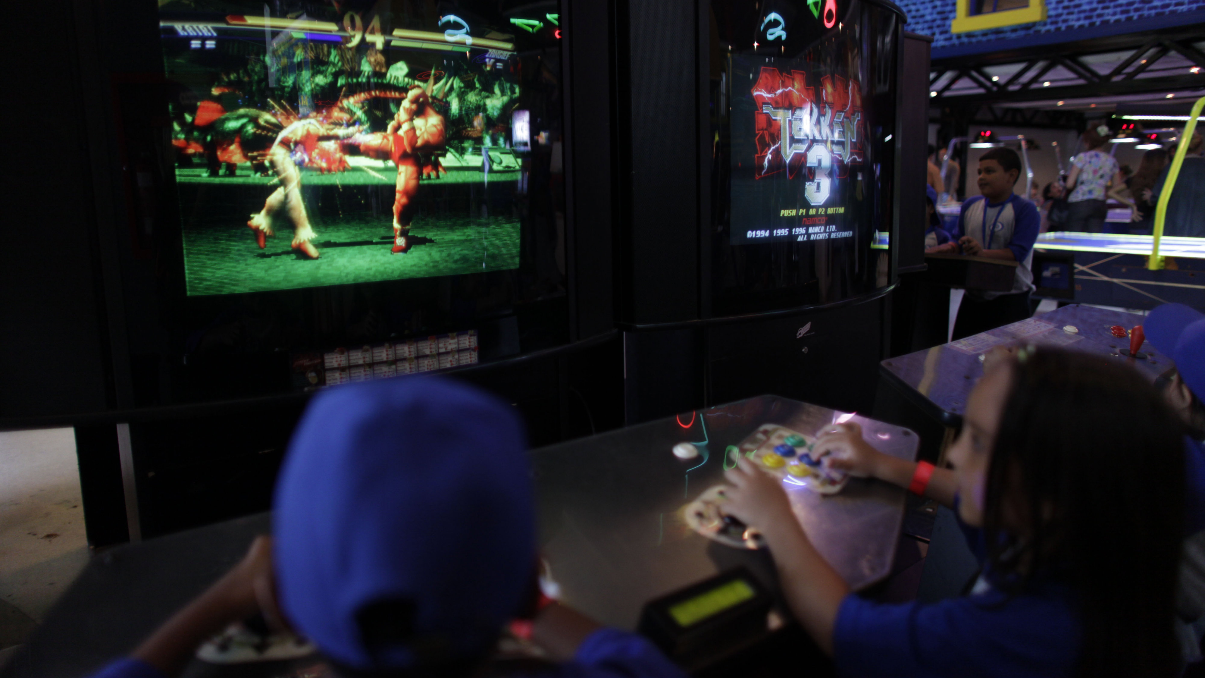 increased violence of video games players While the sedentary lifestyle that video game players may have would seem to connect to the increased risk of childhood obesity, this isn't always the case some research shows that there is little-to-no connection between weight gain and video game play.