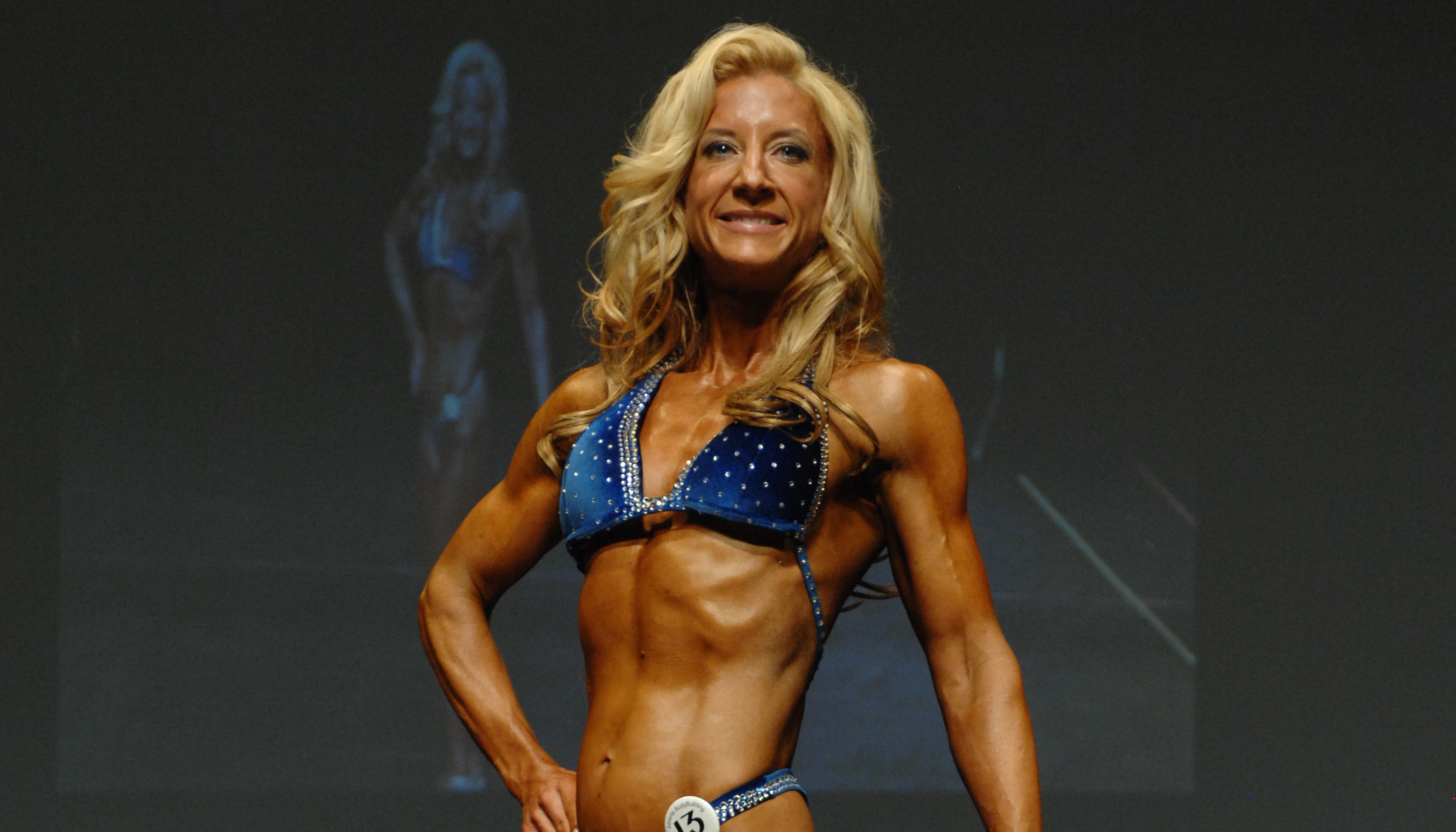 Lianne McTavish bodybuilding