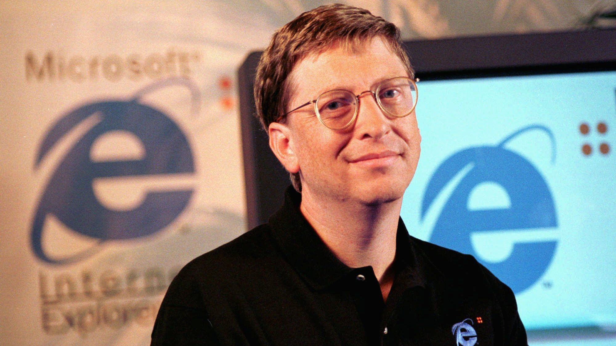 Bill Gates, chairman of Microsoft, introduces his company's latest Web browser, Internet Explorer 4.0, in San Francisco in this Sept. 30, 1997 file photo.  Microsoft Corp. avoided a contempt of court citation on Thursday, Jan 22, 1998, by agreeing  to offer the most current version of its Windows 95 operating system without requiring computer makers to also install Internet Explorer software. (AP Photo/Dwayne Newton)