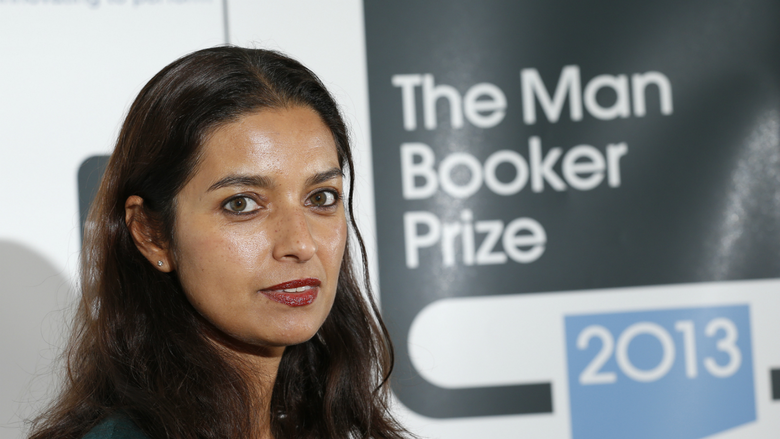 """Man Booker prize shortlist nominee Jhumpa Lahiri who wrote """"The Lowland"""", poses during a photocall at the Southbank Centre in London, October 13, 2013. REUTERS/Olivia Harris (BRITAIN - Tags: ENTERTAINMENT)"""