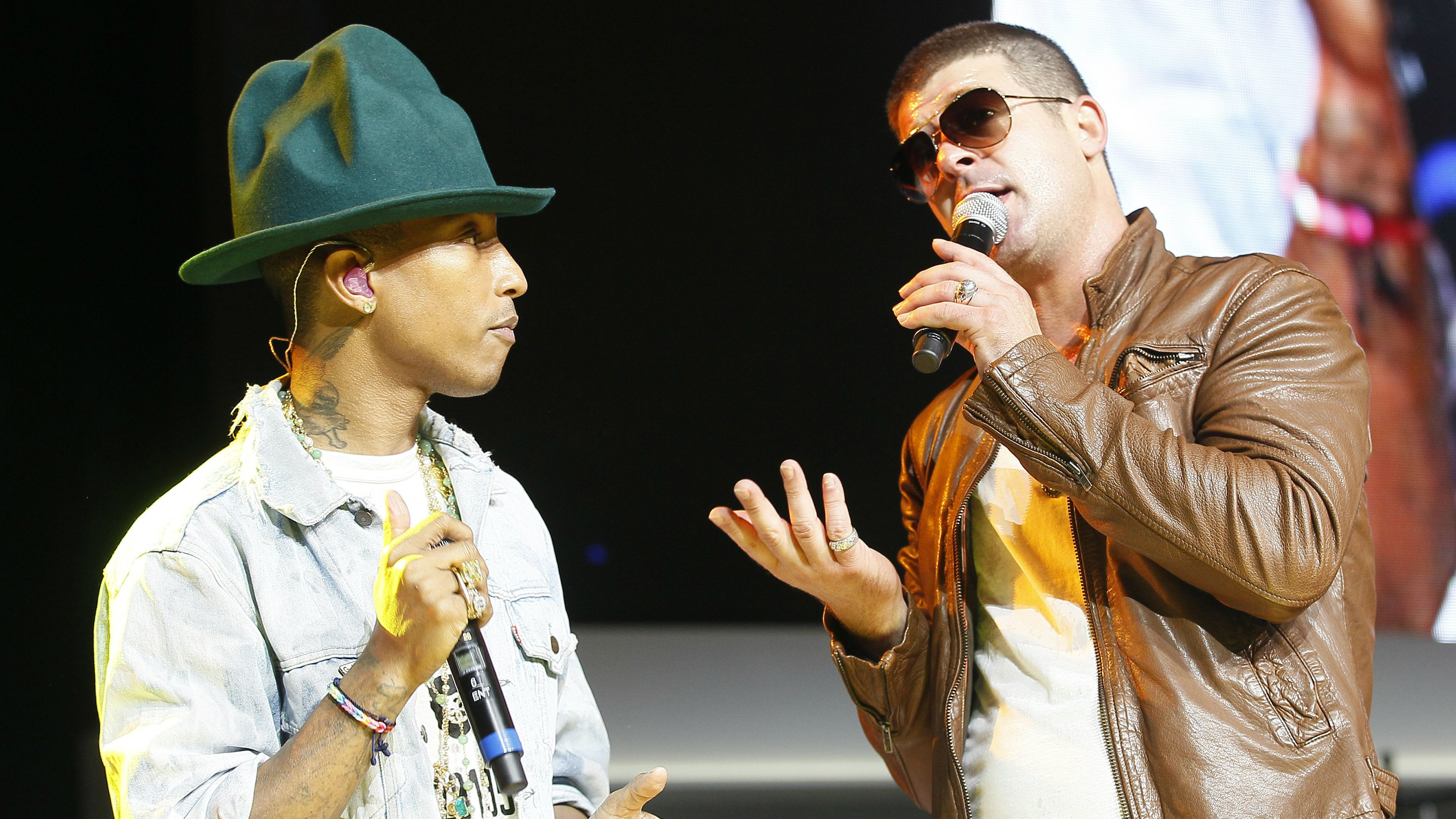 Singer Pharrell Williams (L) and singer Robin Thicke perform together at the Walmart annual shareholders meeting in Fayetteville, Arkansas June 6, 2014. REUTERS/Rick Wilking
