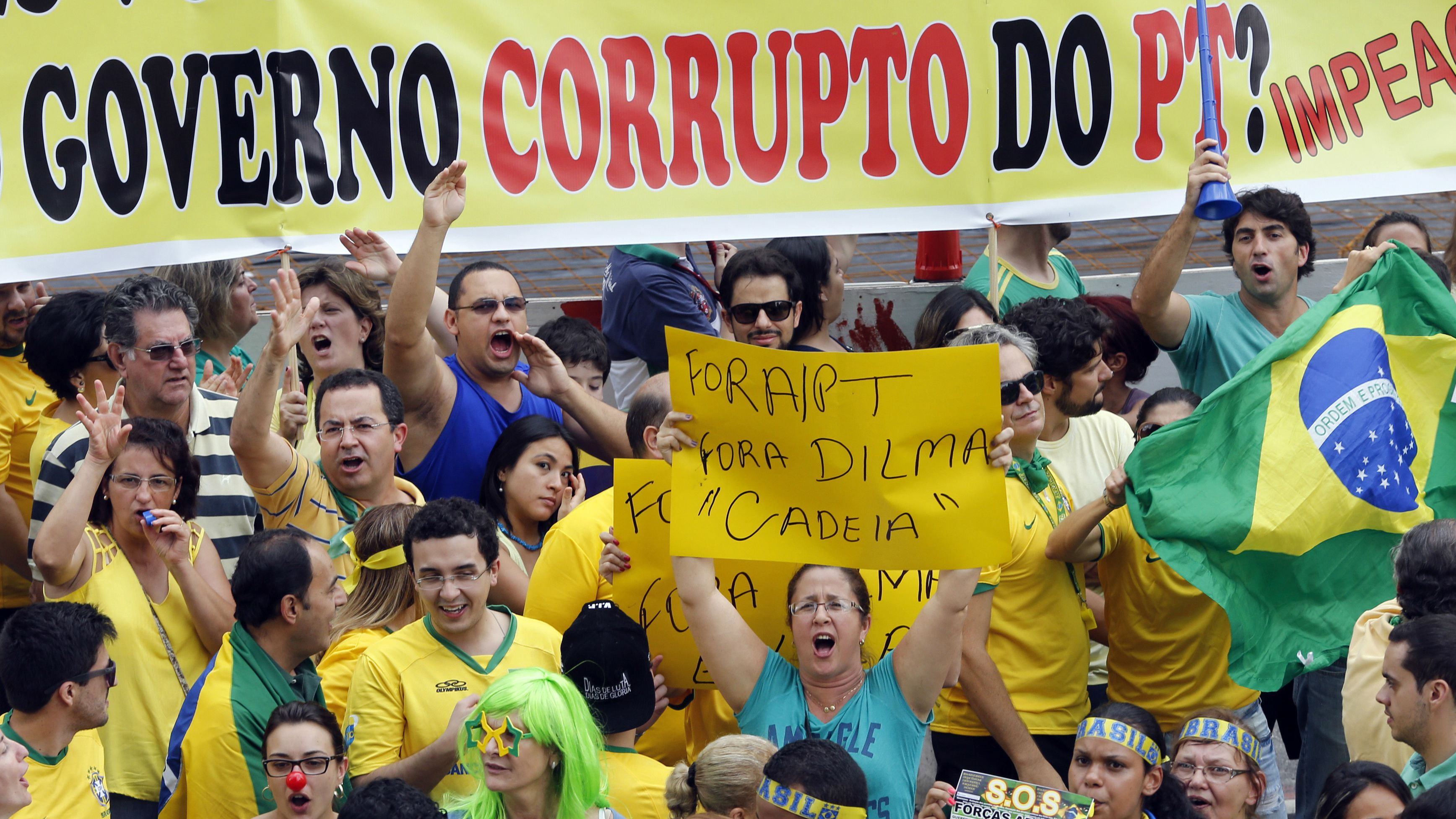 Demonstrators chant slogans during a protest against Brazil's President Dilma Rousseff at Paulista avenue in Sao Paulo March 15, 2015. Protest organizers in dozens of cities across Brazil are planning marches to pressure Rousseff over unpopular budget cuts and a corruption scandal that has snared leaders of her political coalition.