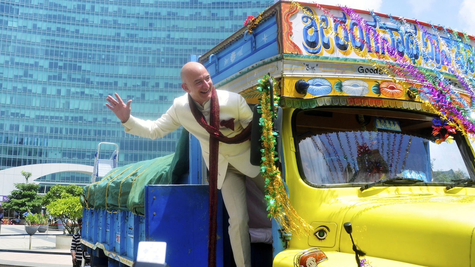 Jeff Bezos, founder and CEO of Amazon, poses as he stands on a supply truck during a photo opportunity at the premises of a shopping mall in the southern Indian city of Bangalore September 28, 2014. REUTERS/Abhishek N. Chinnappa