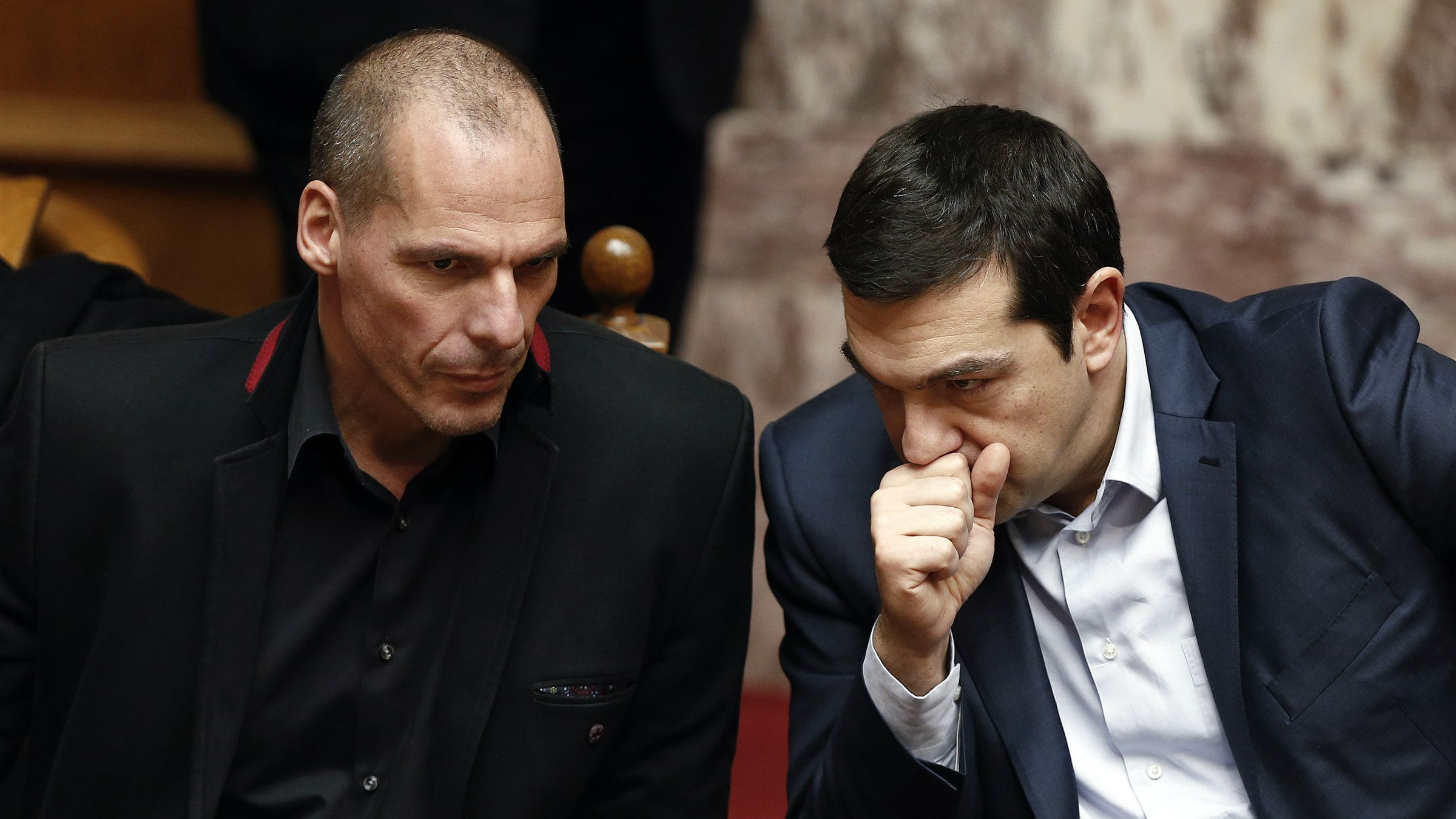 Greek Prime Minister Alexis Tsipras (R) and Finance Minister Yanis Varoufakis at the parliament in Athens.