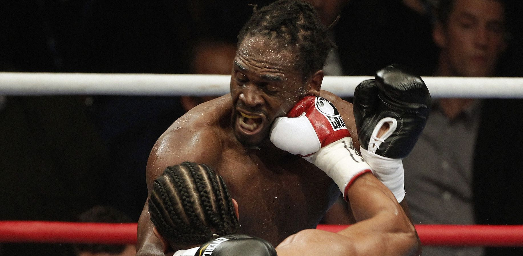 British boxer David Haye (L) lands a punch on compatriot Audley Harrison during their WBA world heavyweight title fight at the MEN Arena in Manchester, northern England, November 13, 2010.   REUTERS/Phil Noble  (BRITAIN - Tags: SPORT BOXING IMAGES OF THE DAY) - RTXULHF