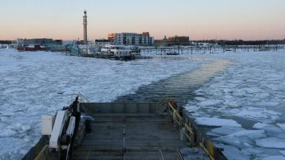 The Warren Jr., a 150 foot offshore supply boat, cuts a path through the ice as it works as an ice breaker for the commuter ferry in the waters off Hingham, Massachusetts March 3, 2015. With its black hull rumbling against a field of broken ice, the Warren Jr. slowly eased away from a dock in the Boston suburb of Hingham on Tuesday, aiming to clear a path for some of the four ferries that carry commuters from here into the city each day. But in a sign of how long Massachusetts has been gripped by freezing temperatures, no other vessels followed, as the tide narrowed the channel behind the ocean-going supply boat pressed into service as an icebreaker. It was the 15th day of canceled ferry service since late January and the outing was meant to speed the fleet's return to service, which could still be days away. REUTERS/Brian Snyder (UNITED STATES - Tags: ENVIRONMENT TRANSPORT)