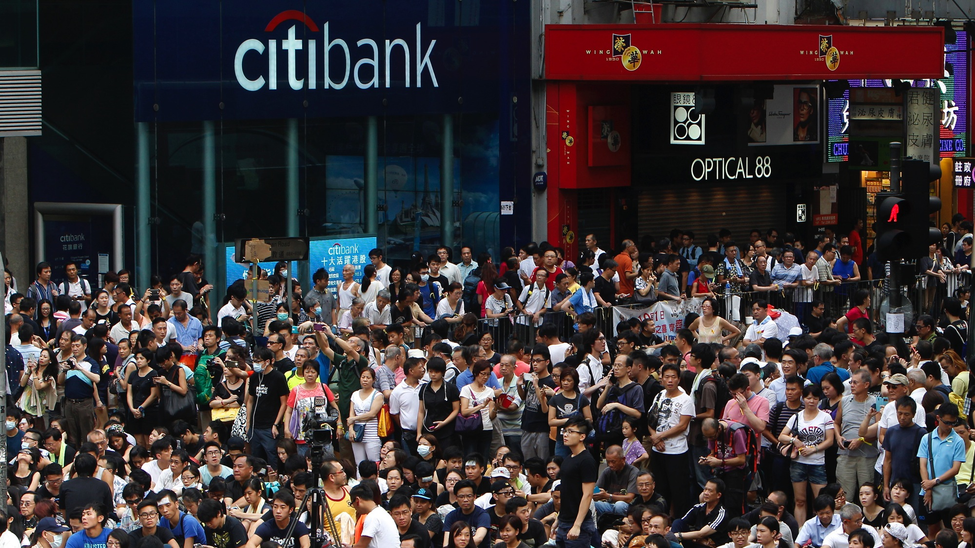 DATE IMPORTED:September 29, 2014A branch of Citibank is closed as thousands of protesters occupy a main street at Mongkok shopping district in Hong Kong September 29, 2014. Hong Kong's de facto central bank said that 44 branches, offices or ATMs of 23 banks had temporarily shut as of 3 p.m. on Monday amid growing civil unrest in the city. REUTERS/Liau Chung-ren (CHINA - Tags: POLITICS BUSINESS)