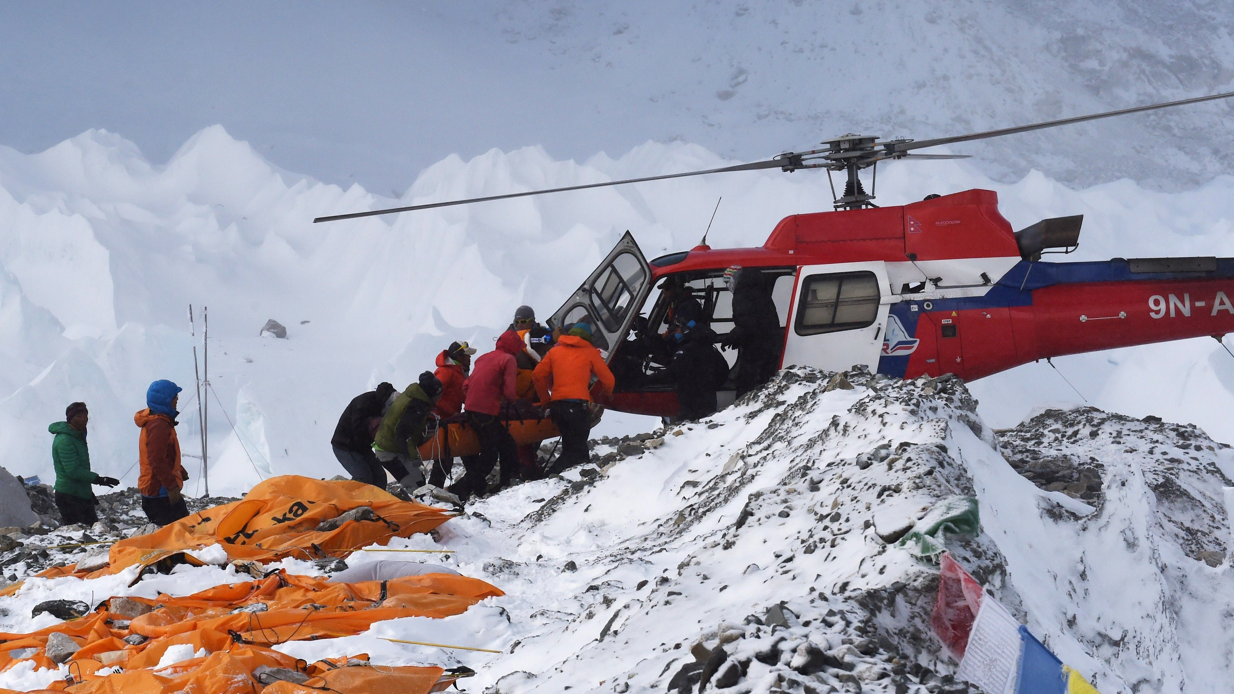 Why Helicopters Haven U2019t Evacuated Everyone From Mount