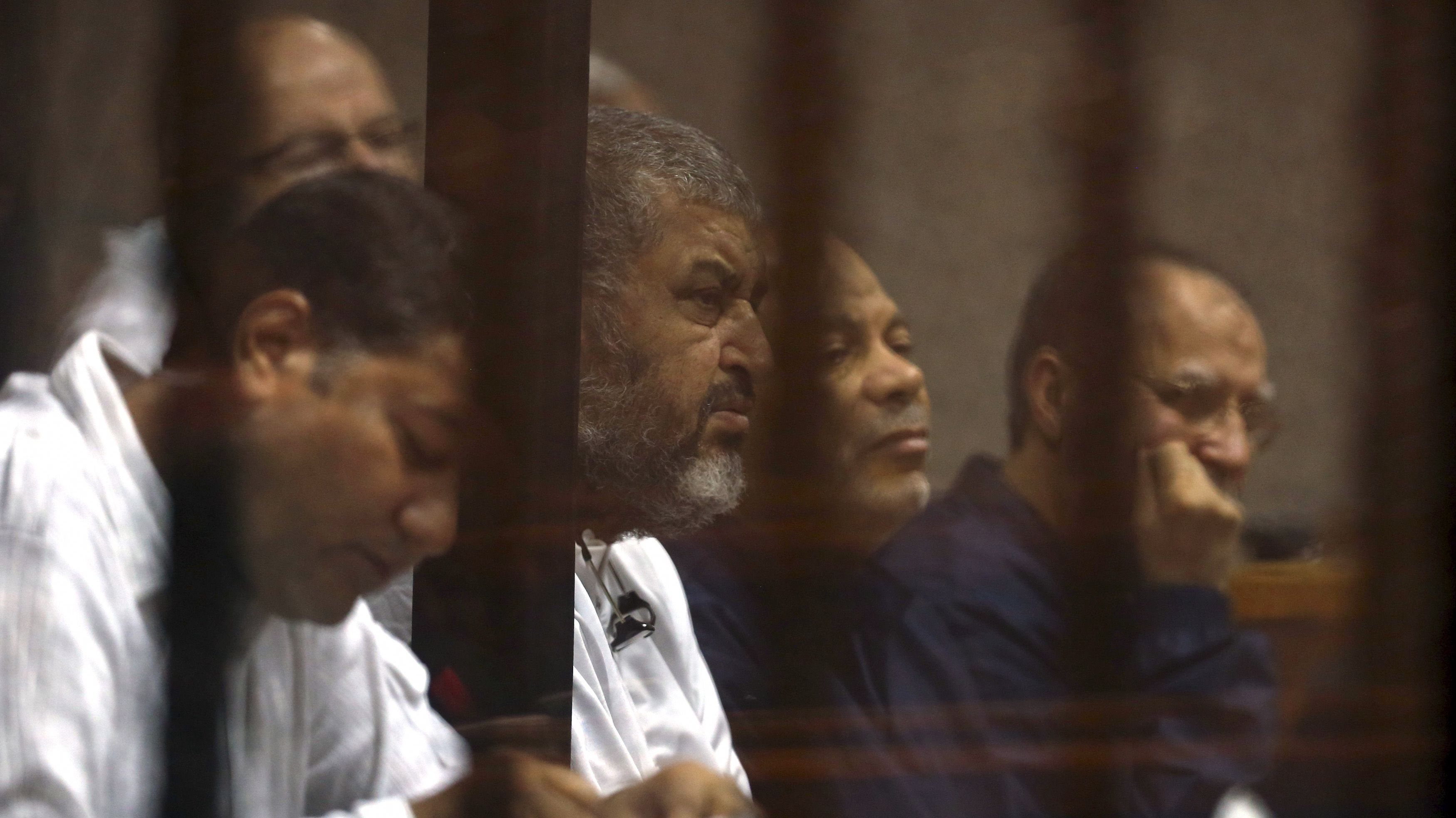 Deputy leader of Egypt's Muslim Brotherhood Khairat El-Shater (2nd L) sits behind bars with other Muslim Brotherhood members at a court in the outskirts of Cairo December 14, 2014. Egypt declared Mohamed Mursi's Muslim Brotherhood a banned terrorist organization last December and Egyptian courts have sentenced hundreds of the group's members to death in mass trials that have drawn strong international criticism. REUTERS/Asmaa Waguih (EGYPT - Tags: POLITICS CIVIL UNREST CRIME LAW) - RTR4HYPE