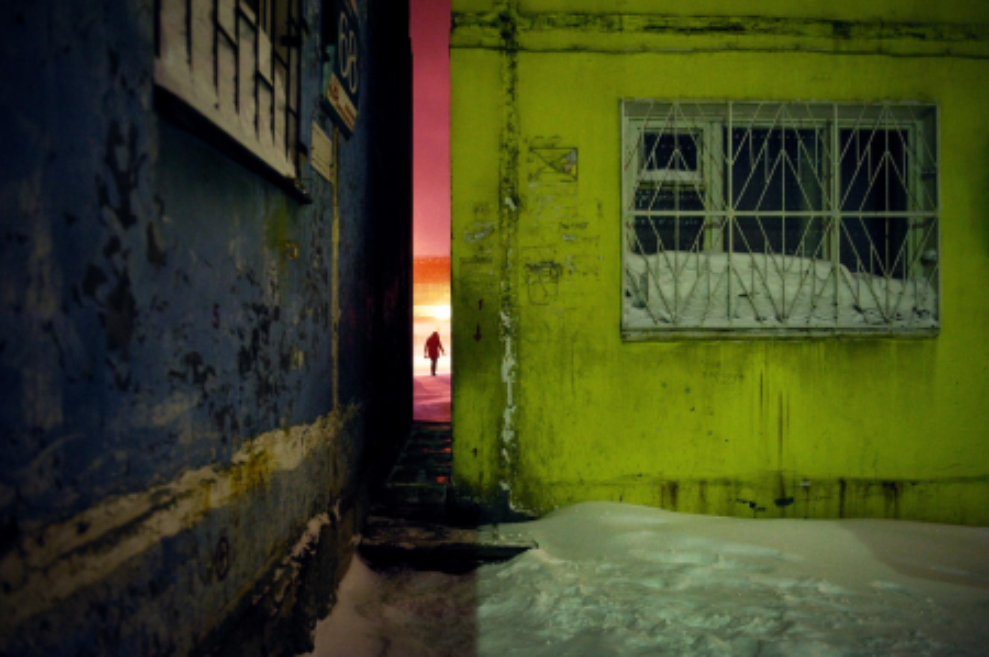 narrow space between buildings