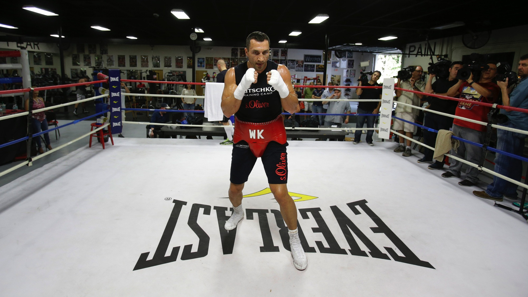 Undisputed Heavyweight World Champion boxer Wladimir Klitschko warms up in the ring during a media workout, Tuesday, April 7, 2015, in Hollywood, Fla. Klitschko will defend his WBA and IBF heavyweight titles against Bryant Jennings on April 25 at Madison Square Garden. (AP Photo/Wilfredo Lee)
