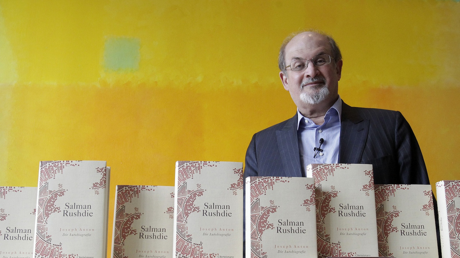 """Author Salman Rushdie presents of his auto-biography """"Joseph Anton"""" during a promotional event in Berlin October 1, 2012. REUTERS/Tobias Schwarz"""