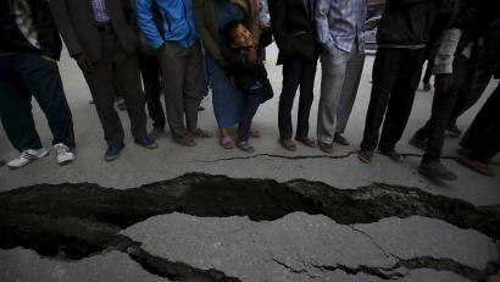 Nepal-earthquake-roads-damage