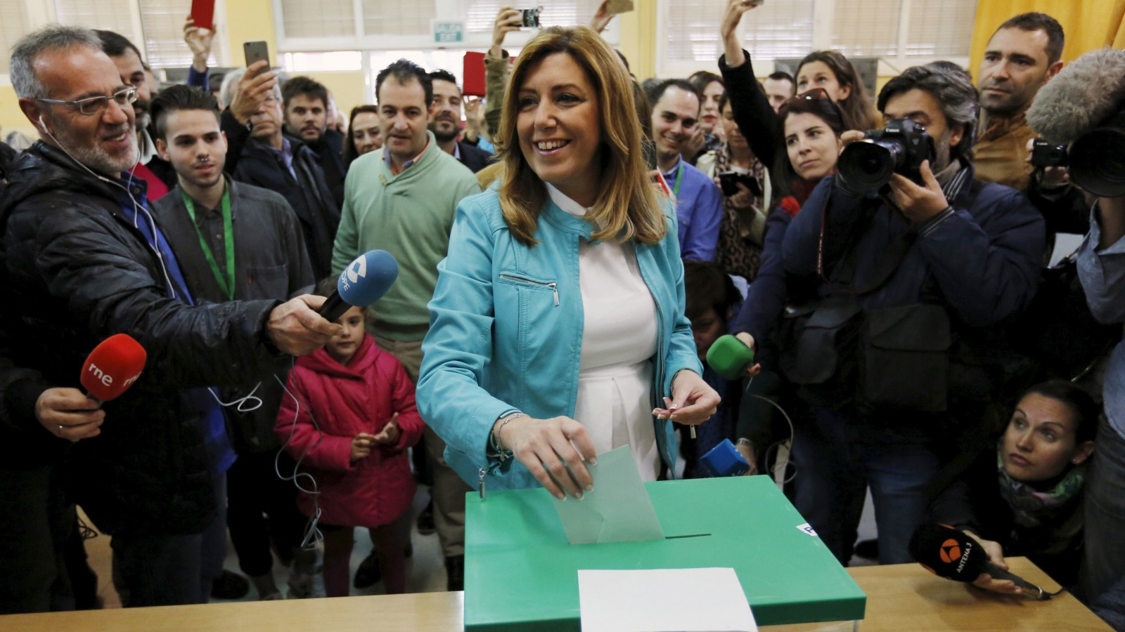 Andalusia's regional government president and Socialist candidate Susana Diaz casts her vote for the Andalusian regional elections at a polling station in the Andalusian capital of Seville March 22, 2015. An election in Spain's Andalusia region on Sunday is expected to provide the first real test for two new parties after a profound economic and political crisis has exposed the weaknesses of the country's two-party system. With a general election expected before the end of the year, regional and local elections in May and a vote in independence-minded Catalonia in September, Sunday's vote will provide the first hard evidence of political change as economic recovery gathers pace, leaving millions of jobless behind. REUTERS/Marcelo del Pozo     - RTR4UCTA